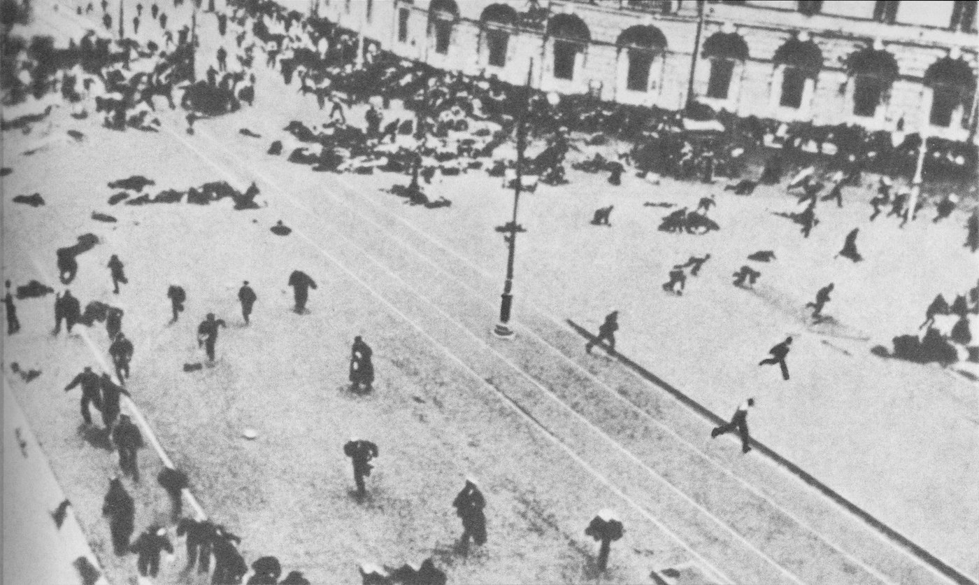 https://upload.wikimedia.org/wikipedia/commons/1/12/19170704_Riot_on_Nevsky_prosp_Petrograd_2.jpg