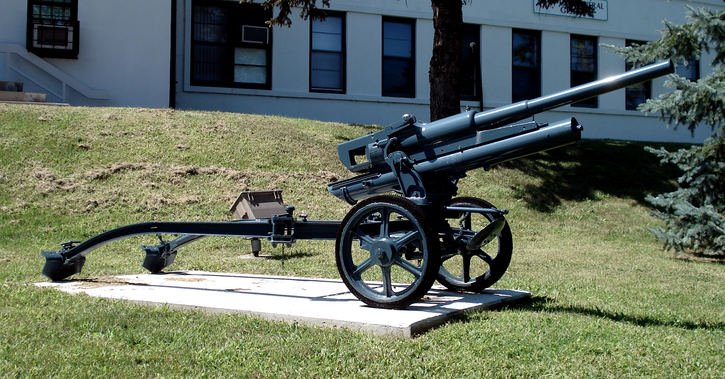 German 50 Mm Anti Tank Gun: File:47mm 47-32 Anti Tank Gun Cfb Borden 1.jpg