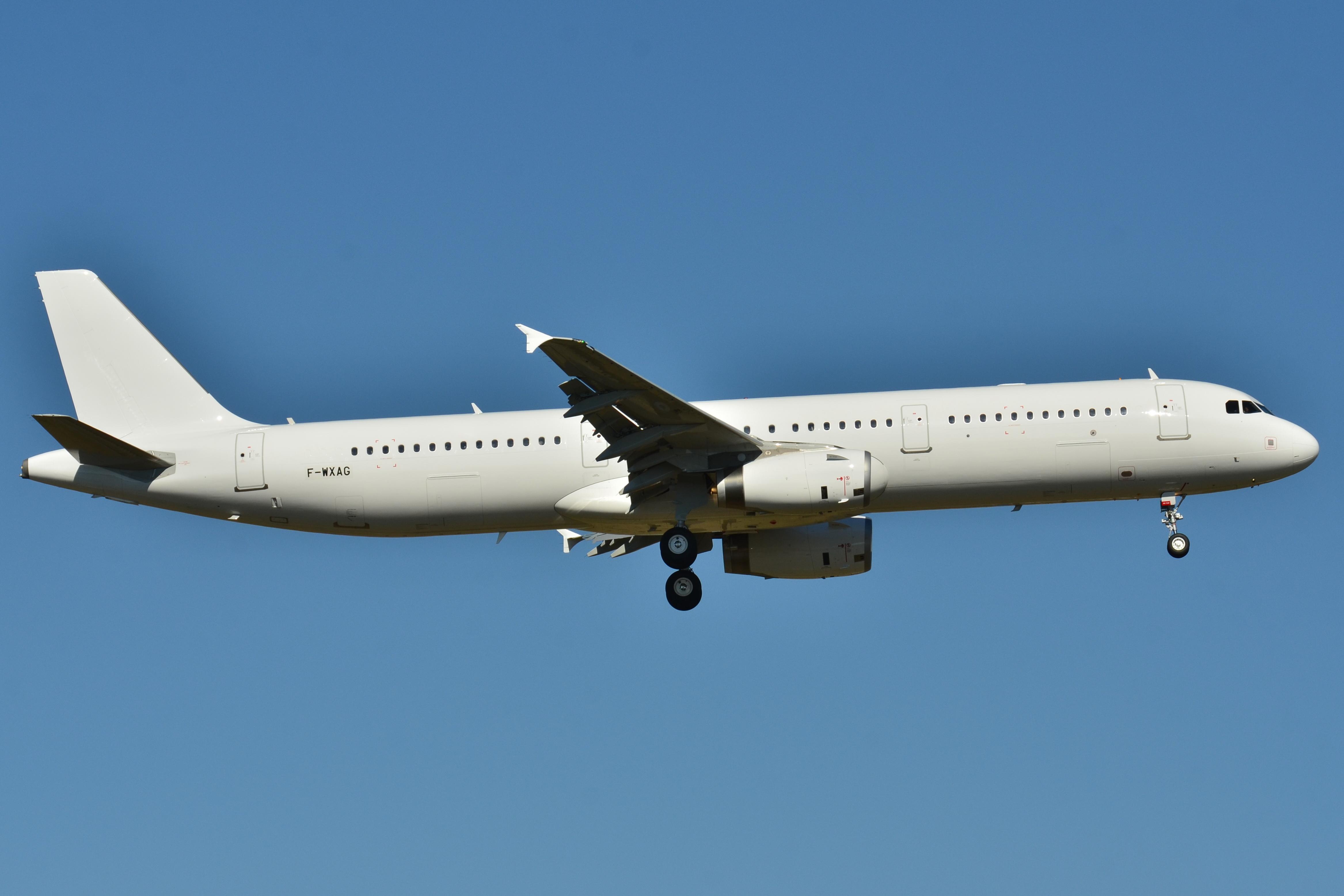 Airbus A321 211 Seating Airbus A321 200 Condor N585nk