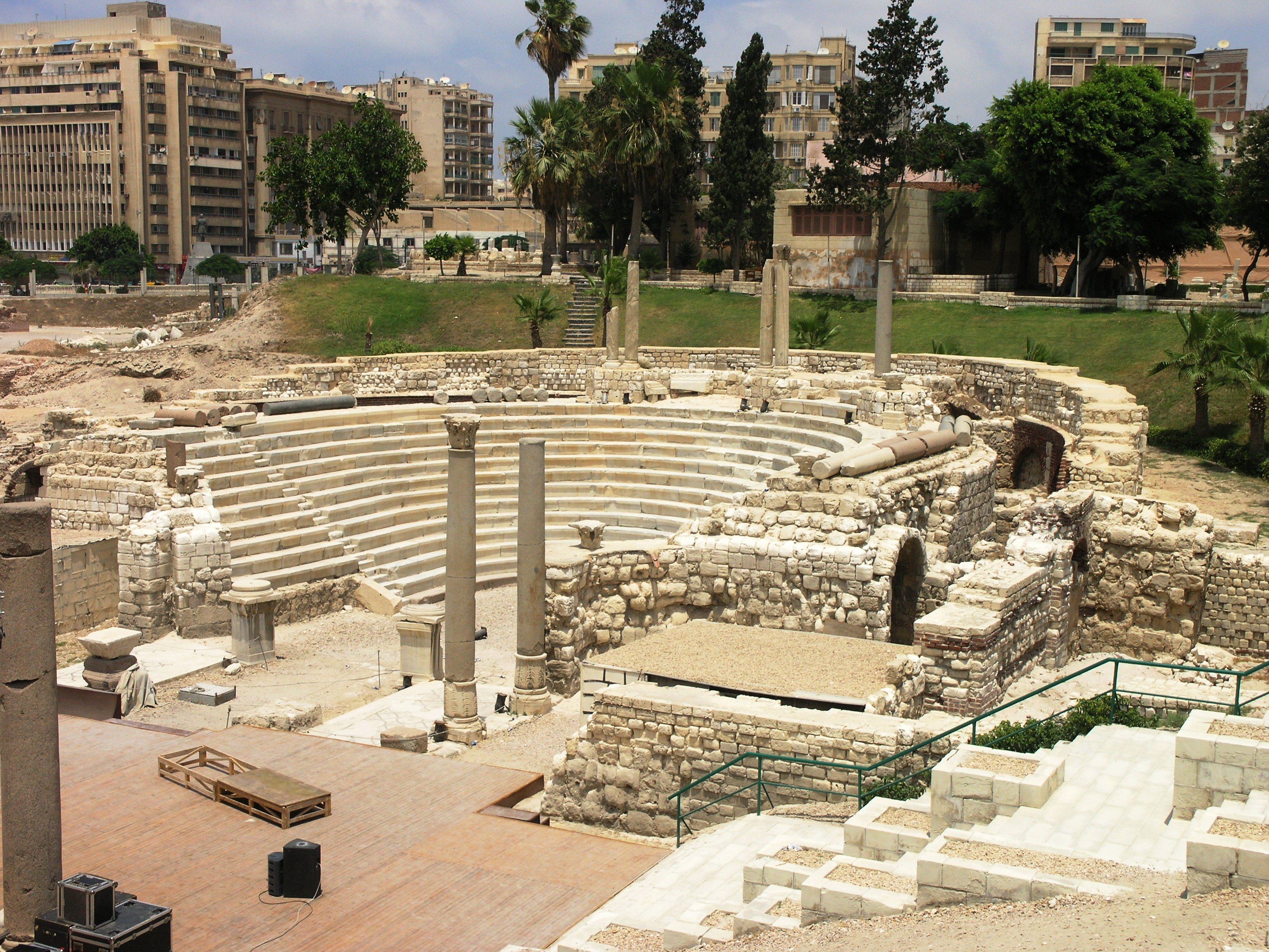 https://upload.wikimedia.org/wikipedia/commons/1/12/Alexandria_-_Roman_Amphitheater.JPG