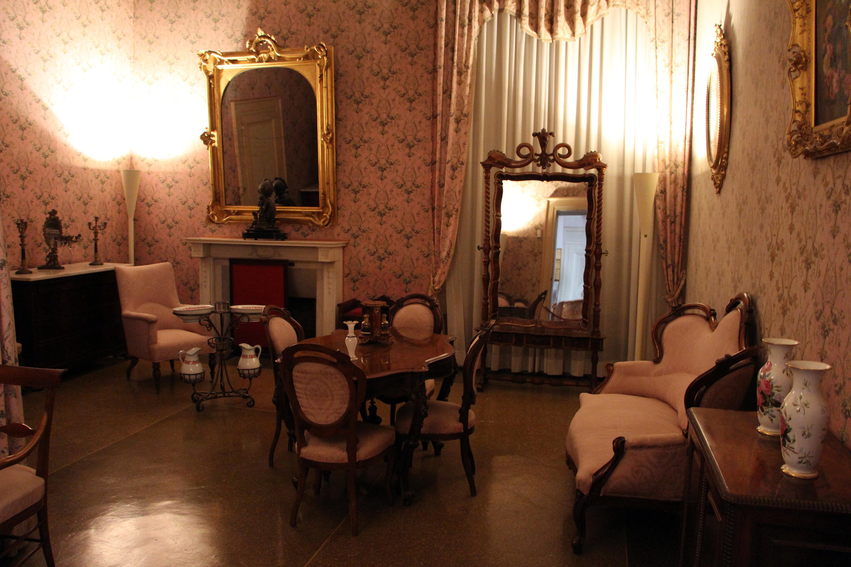 Stunning camera da letto rosa images house design ideas for 2 appartamenti della camera da letto principale