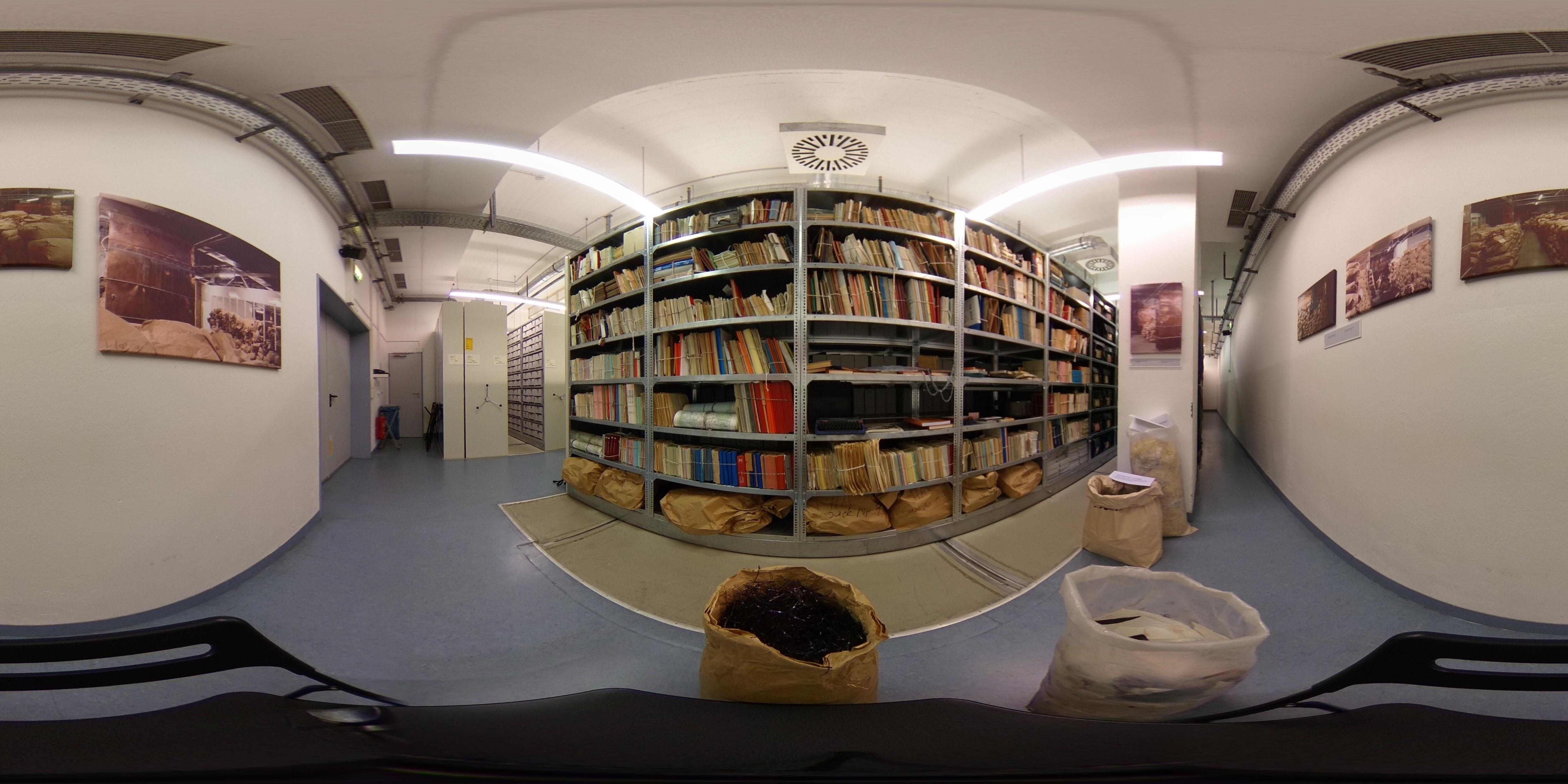 Archivalien im Depot der Stasiunterlagenbehörde 1 – 360° Foto.jpg
