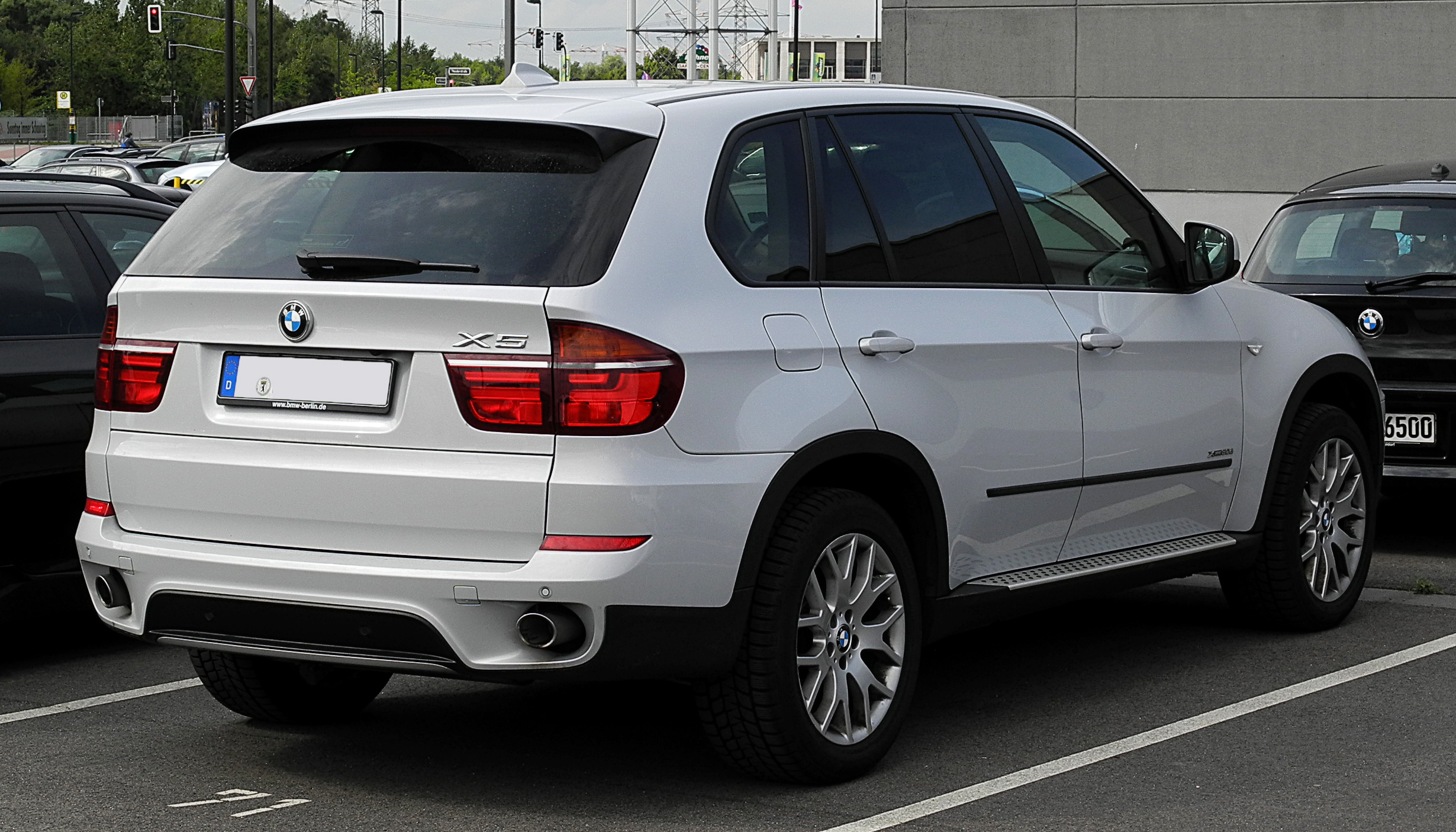 file bmw x5 xdrive30d e70 facelift heckansicht 2 juli 2011 d wikimedia. Black Bedroom Furniture Sets. Home Design Ideas