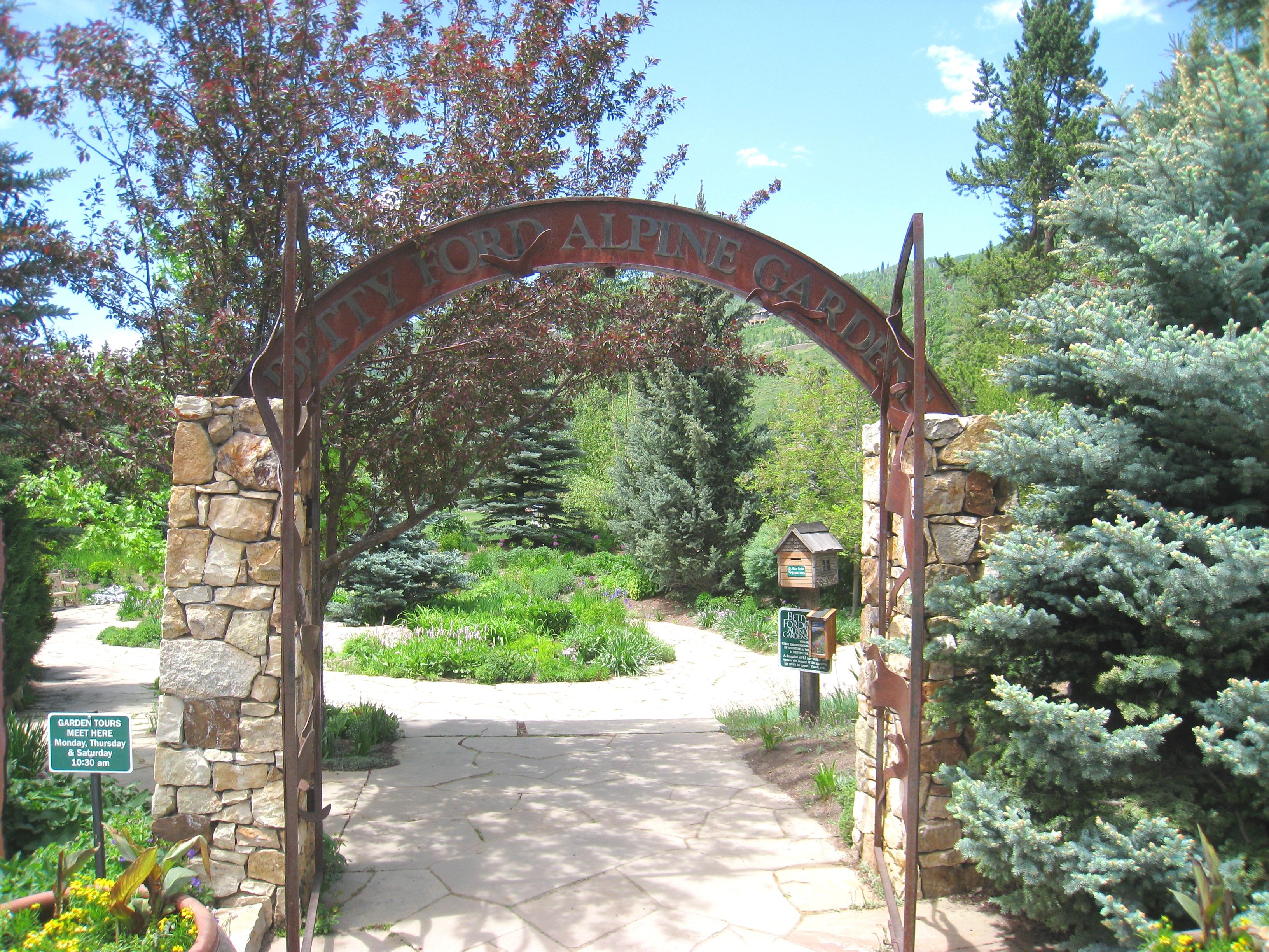 File Betty Ford Alpine Gardens Vail Co Gate Jpg Wikimedia