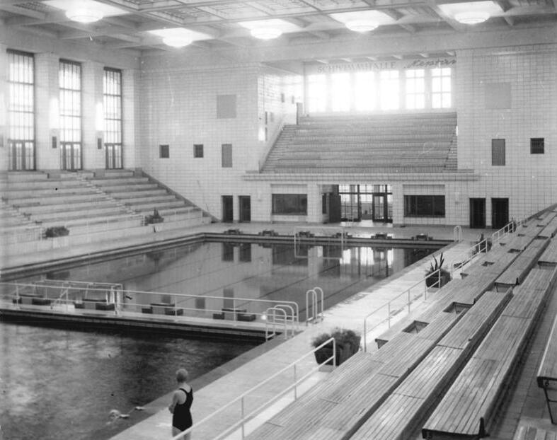 http://upload.wikimedia.org/wikipedia/commons/1/12/Bundesarchiv_Bild_183-34725-0003%2C_Rostock%2C_Schwimmhalle_%22Neptun%22.jpg