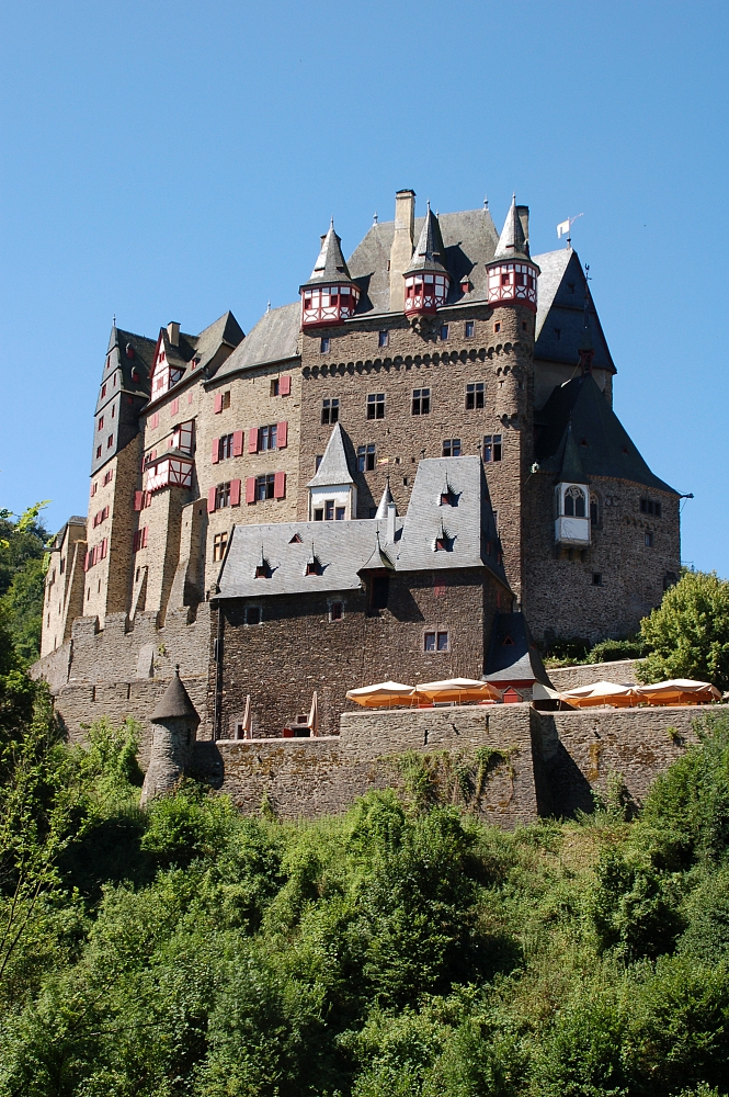 http://upload.wikimedia.org/wikipedia/commons/1/12/Burg_Eltz_fg03.JPG