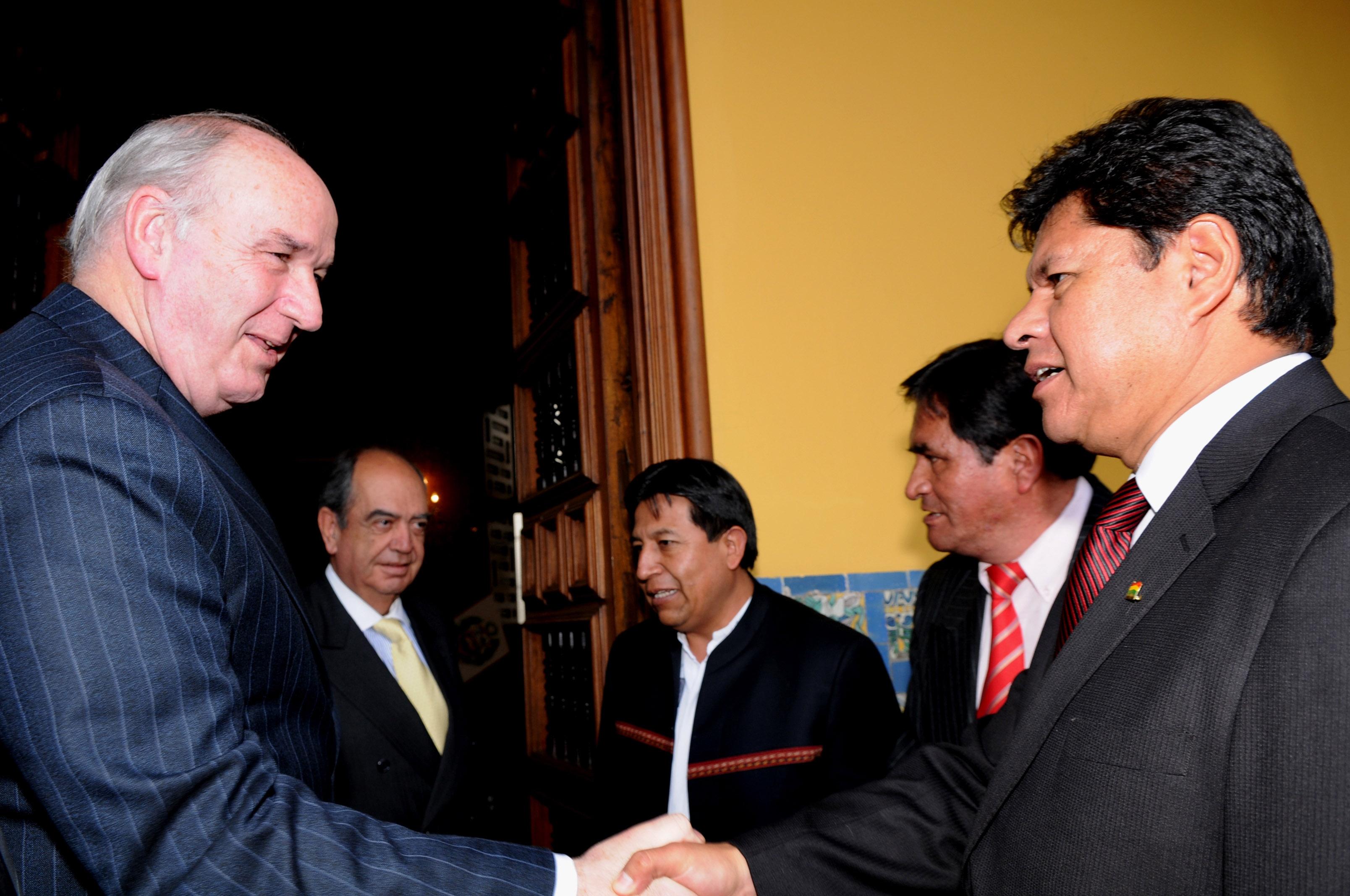 File cancilleres y ministros de defensa del per y bolivia for Ministros del peru