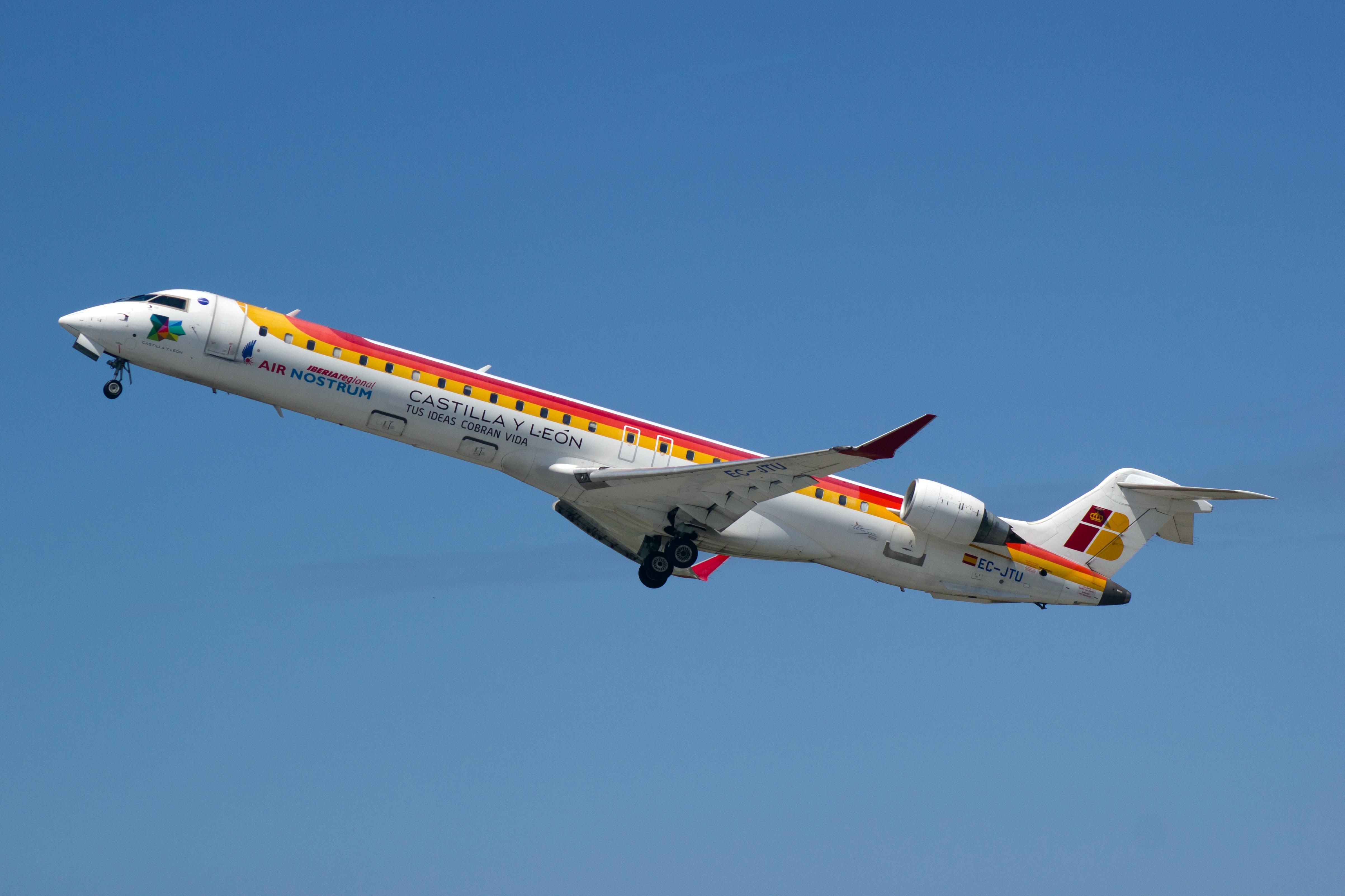 CRJ-900_Air_Nostrum_EC-JTU_01.jpg