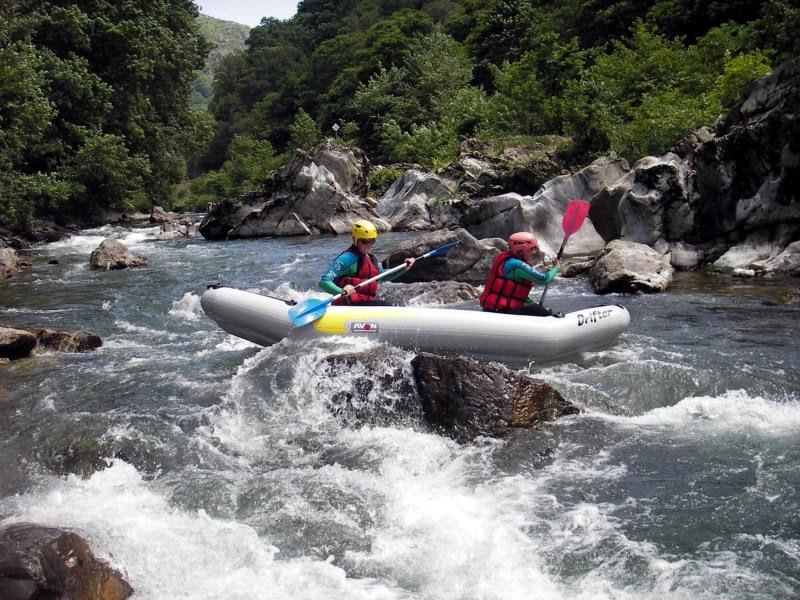 File:Canoe gonflable ou canoraft avec Ur Bizia rafting.jpg ...