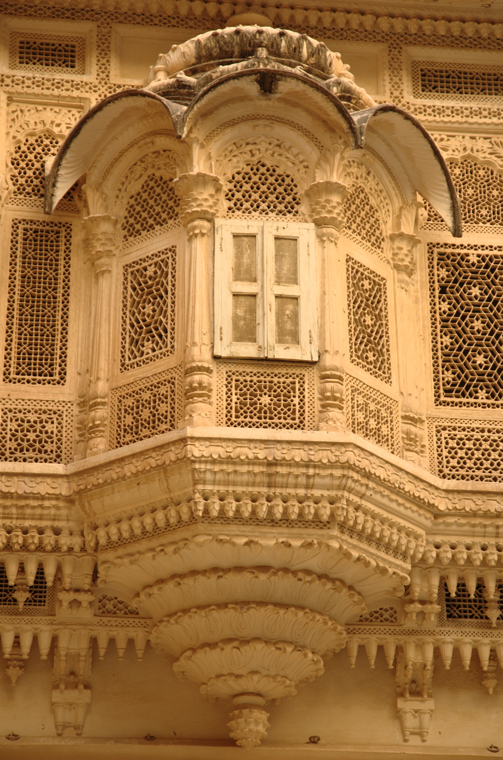 File carved balcony mehrangarh wikimedia commons Arch design indian home plans