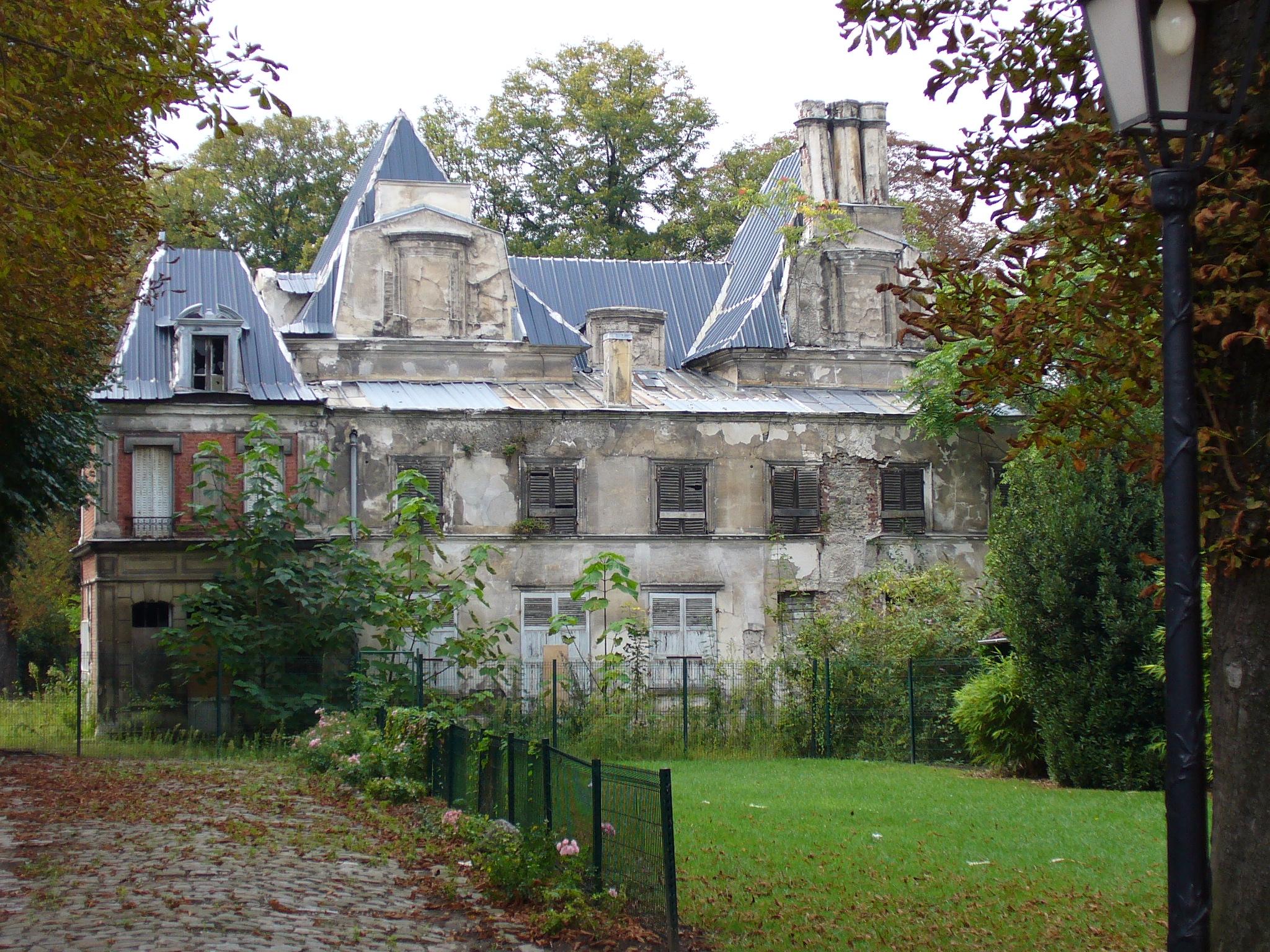 File ch teau de romainville 2006 jpg wikimedia commons for Maison de la literie beziers