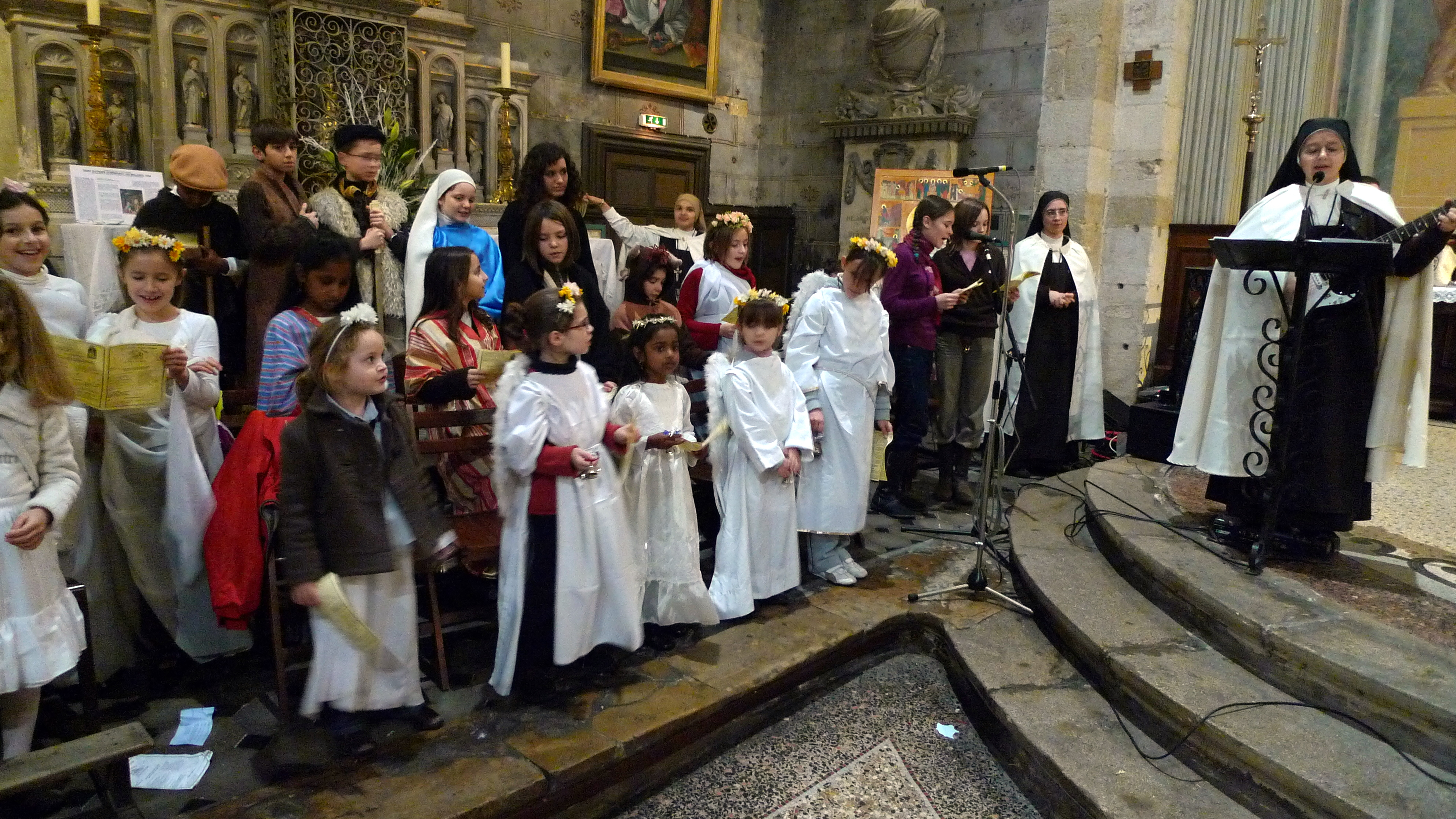 Chorale De Noel File:Chorale des enfants lors de la veillée de Noël dans la