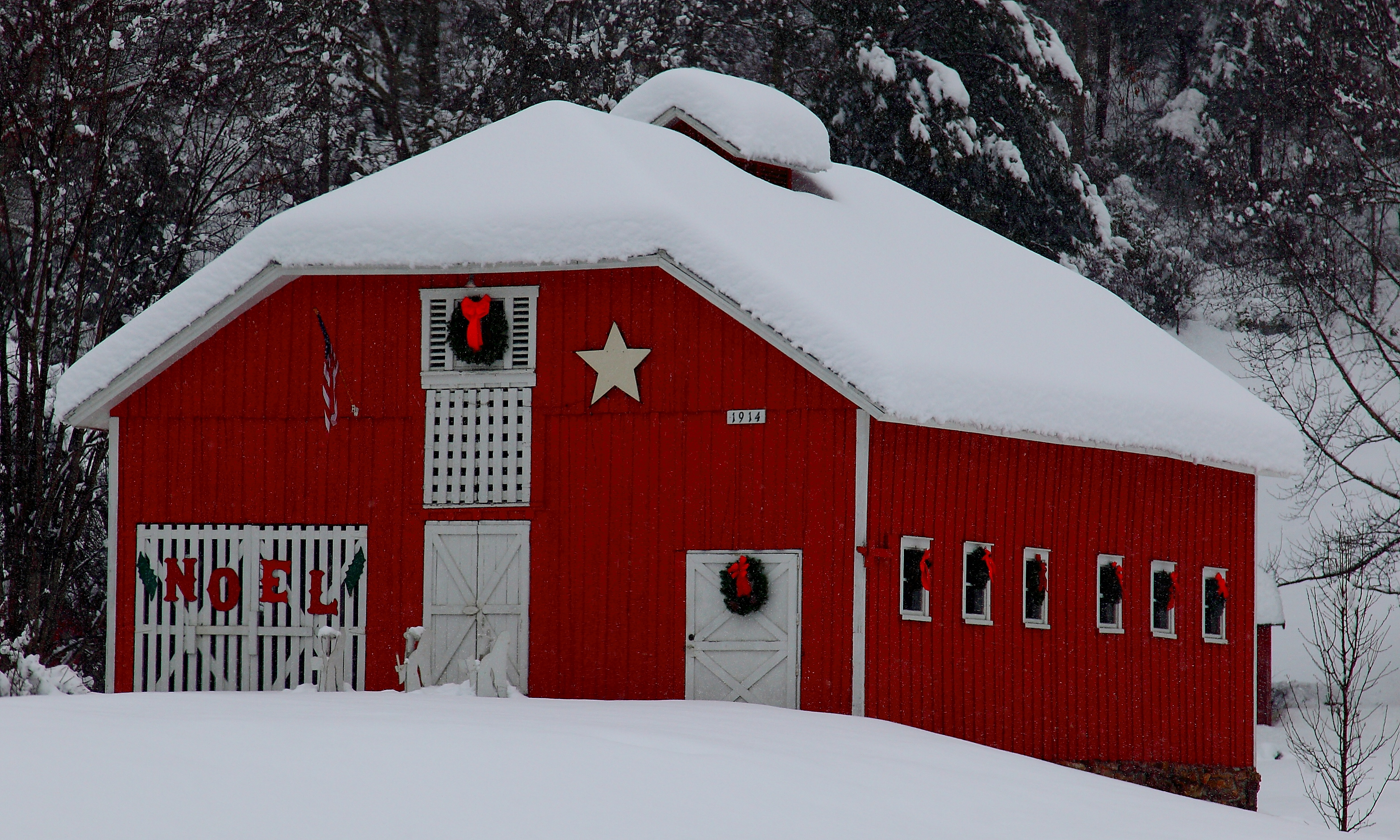 10 Beautiful Snow-Covered Barn Photos | Snow pictures, Winter snow ...