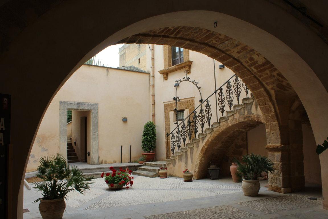 Cortile del Palazzo Panitteri.JPG