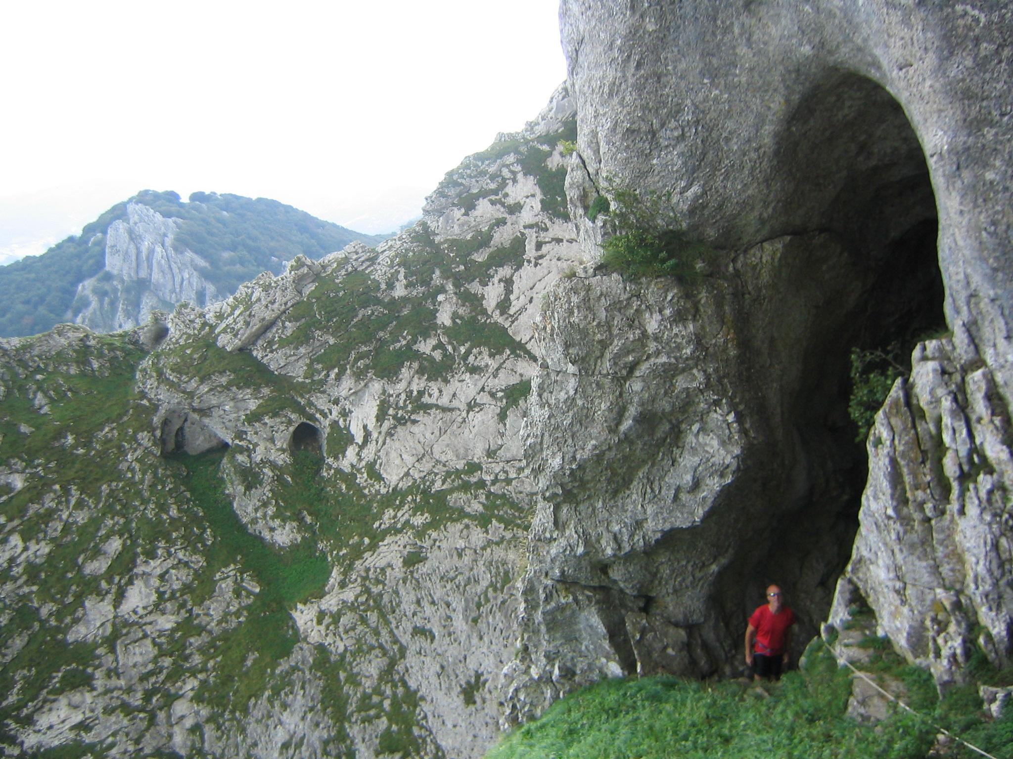 Archivo:Cueva de Mari entrada 1.JPG