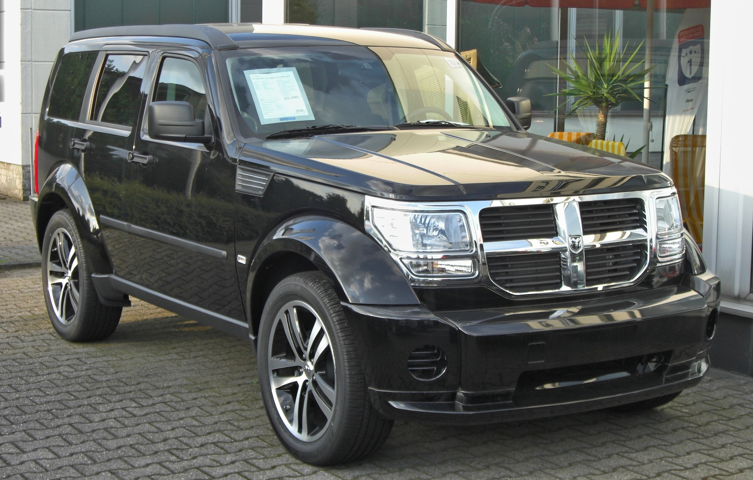 file dodge nitro 2 8 crd front 1 jpg wikimedia commons. Black Bedroom Furniture Sets. Home Design Ideas