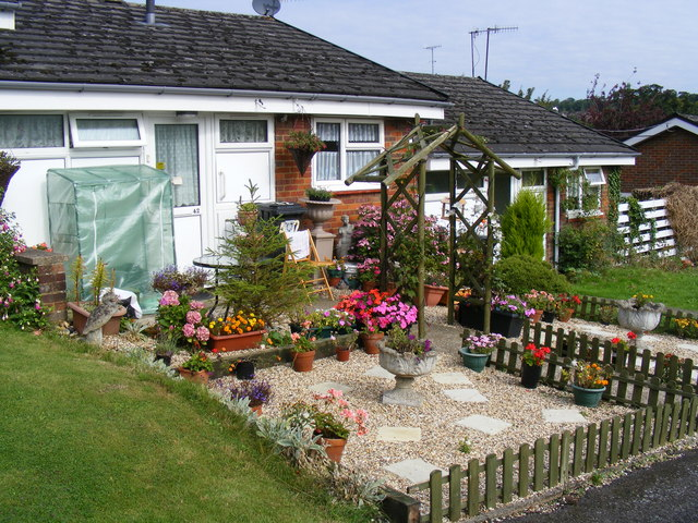 File Douglas Gardens Berkhamsted