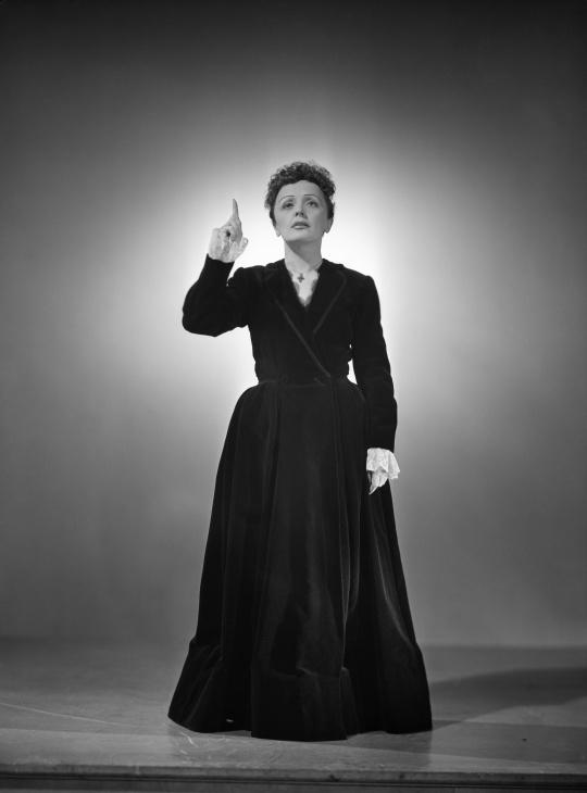 File:Edith Piaf Harcourt 1950 4.jpg - Wikimedia Commons
