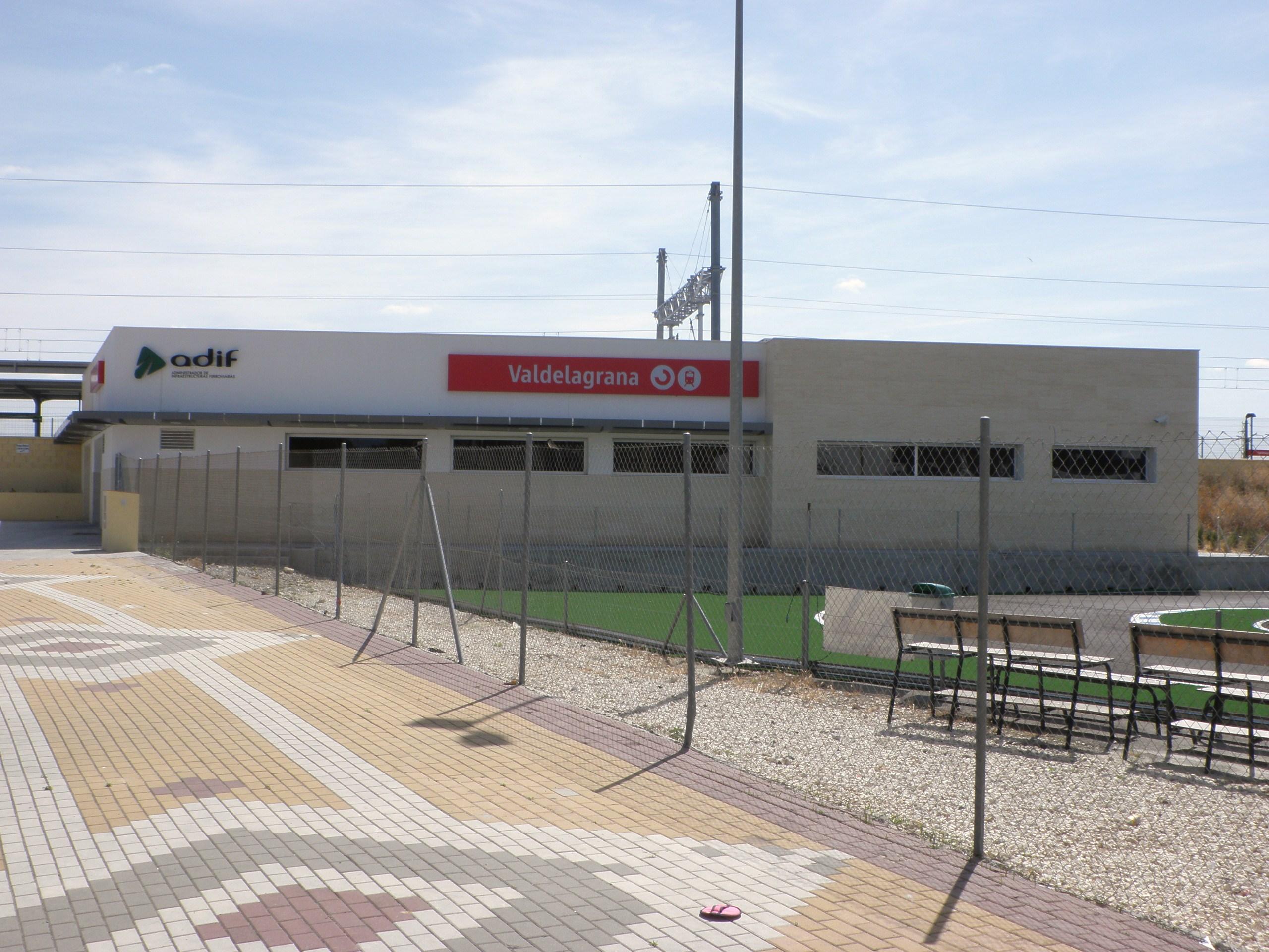 File estaci n de trenes de valdelagrana el puerto de santa mar a c diz espa wikimedia - Tren el puerto de santa maria madrid ...