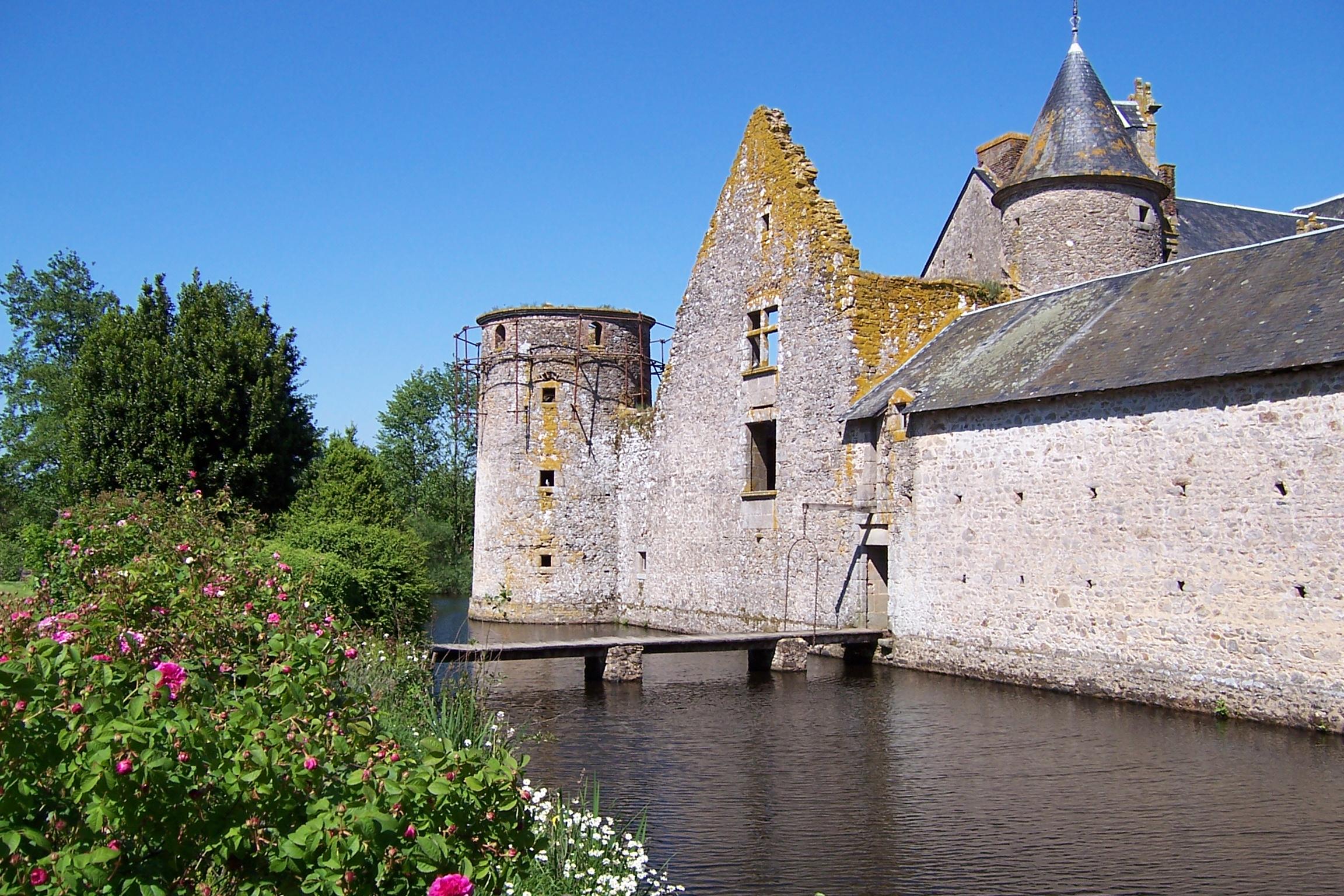 Chateau, Chef-Boutonne, Deux Sevres, Poitou-Charentes ...  |Deux Sevres France