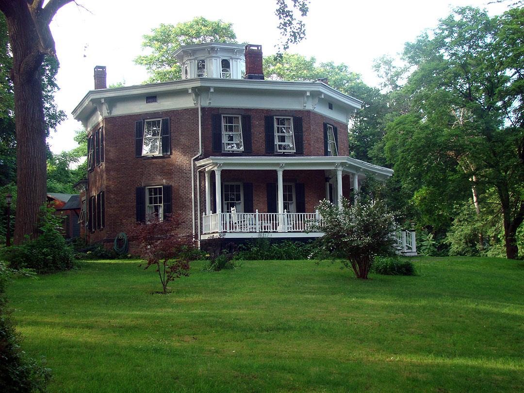 David van gelder octagon house wikipedia for Octagon homes
