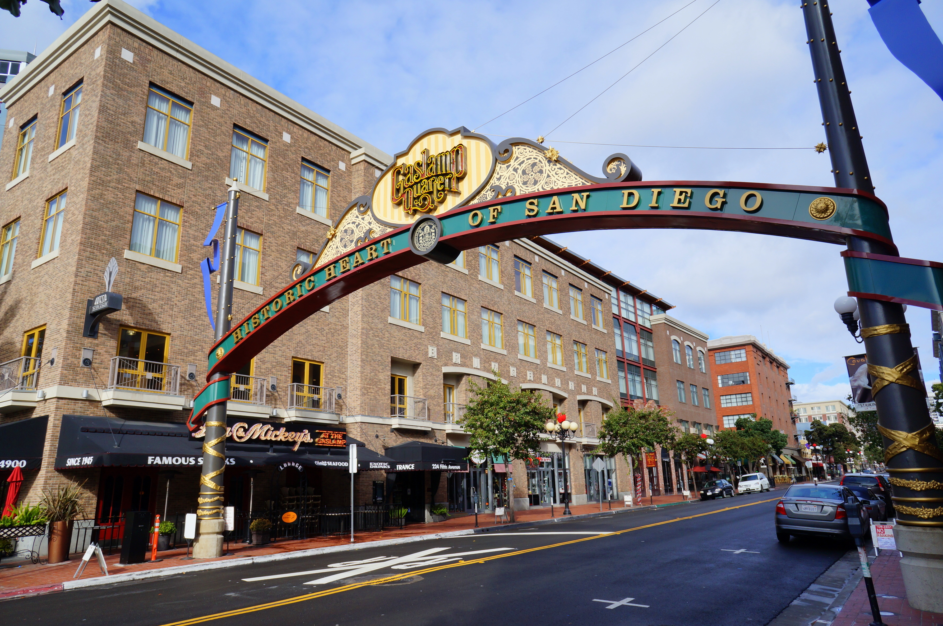 File:Gaslamp district (8280047218).jpg - Wikimedia Commons