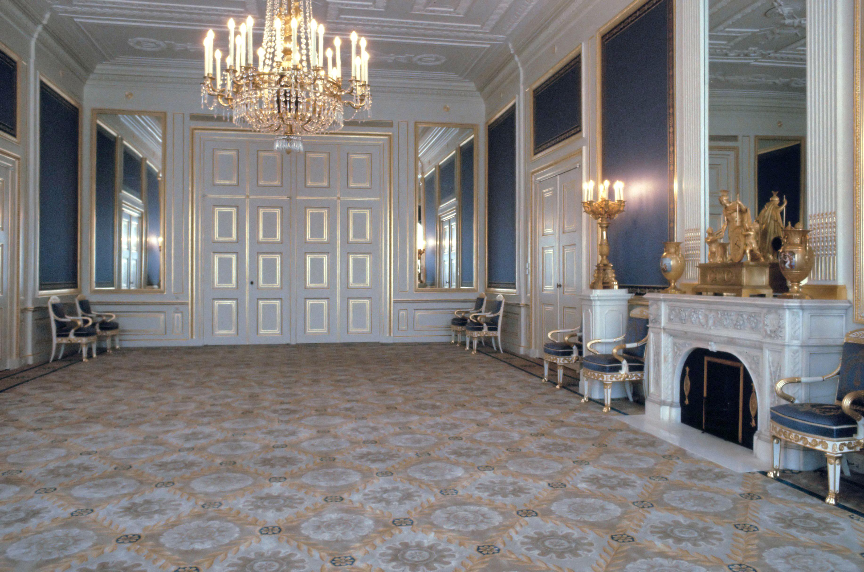 File:Interieur Paleis Noordeinde - balkonzaal (1984).jpg - Wikimedia ...