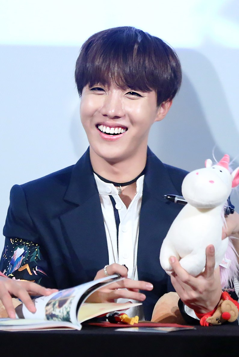 File:J-Hope at a fansign in Yeouido, in December 2015 04.jpg - Wikimedia Commons