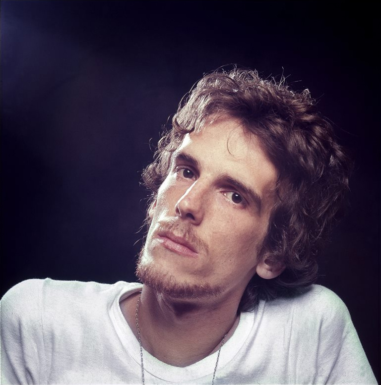 Luis Alberto Spinetta - Wikipedia 1be5c832aa7