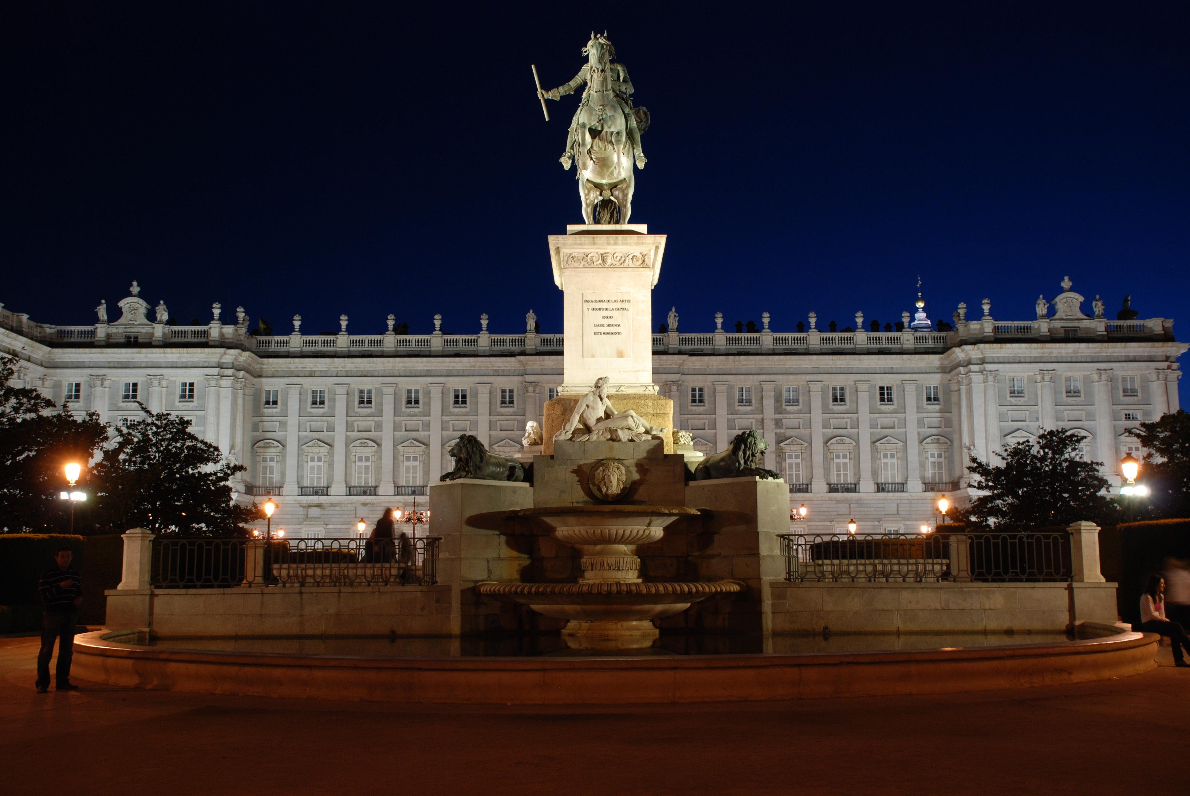 file madrid royal palace at night jpg   wikimedia commons
