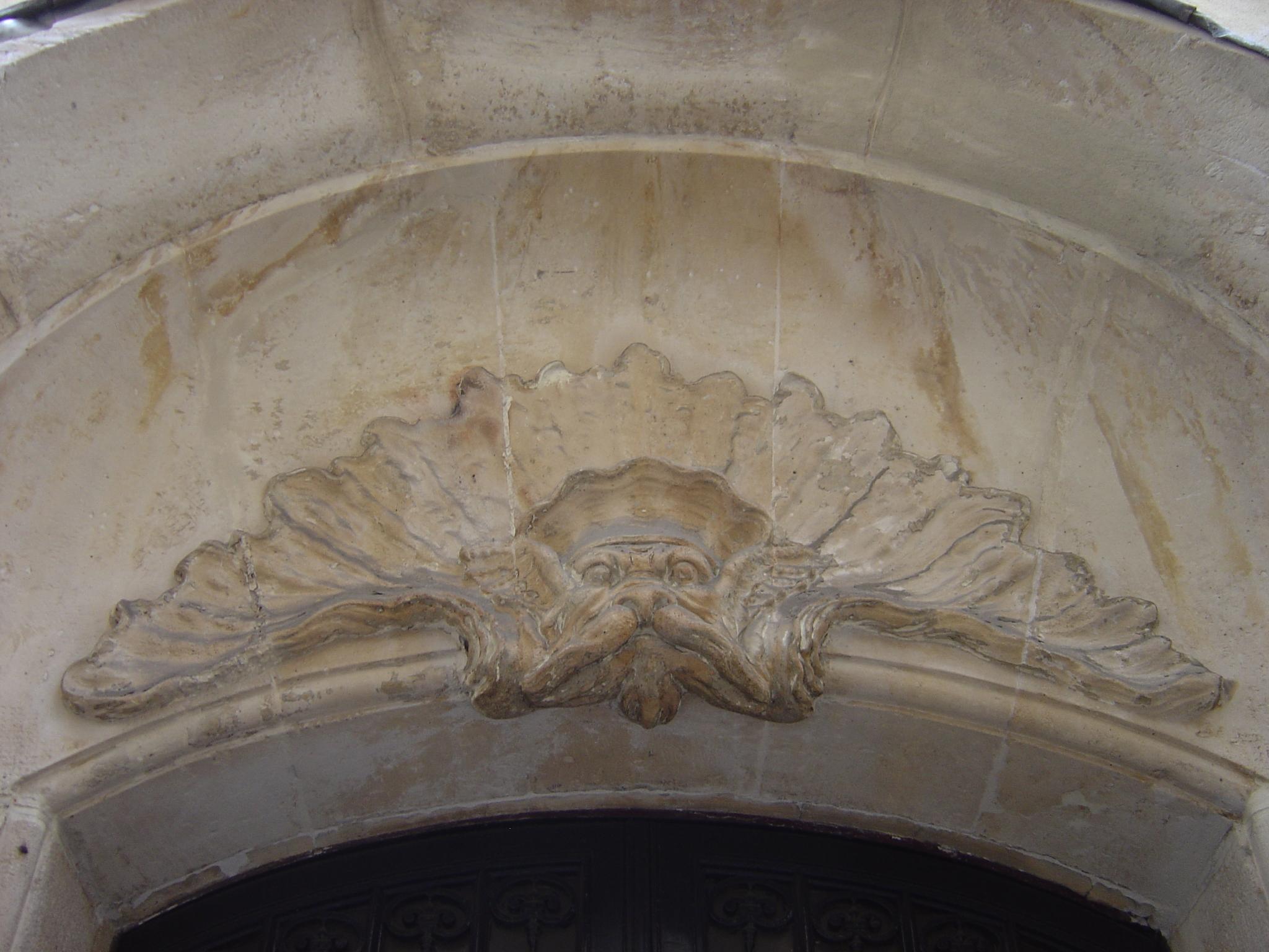 File:Mascaron rocaille au 5 rue du Croissant, Paris.JPG - Wikimedia ...