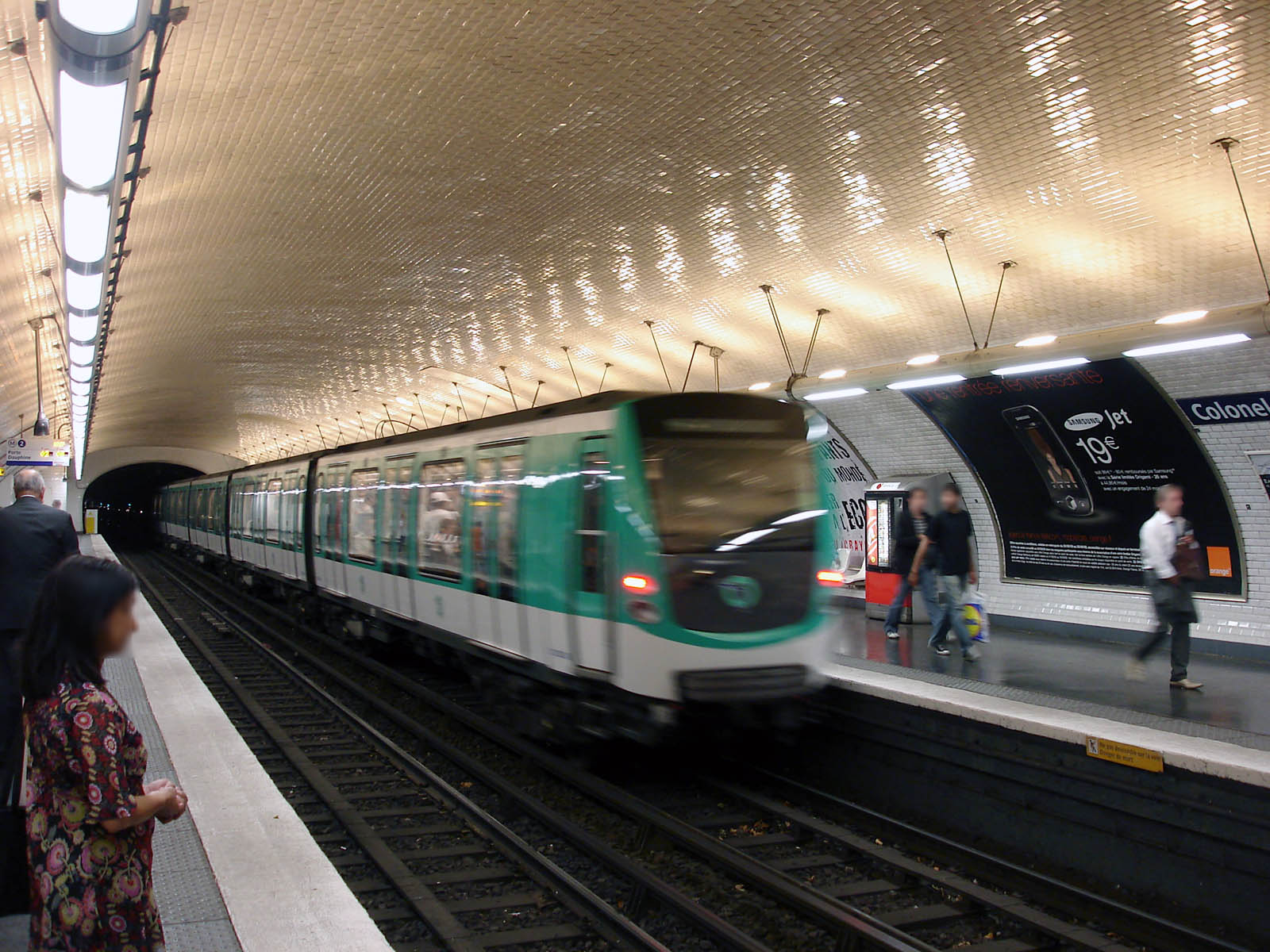 Colonel fabien paris m tro wikipedia - Metro porte de la villette ...