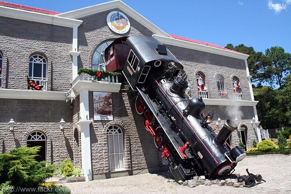 Reproducción del accidente de la estación de Montparnasse, en el parque temático Mundo a Vapor, en Canela (Brasil).