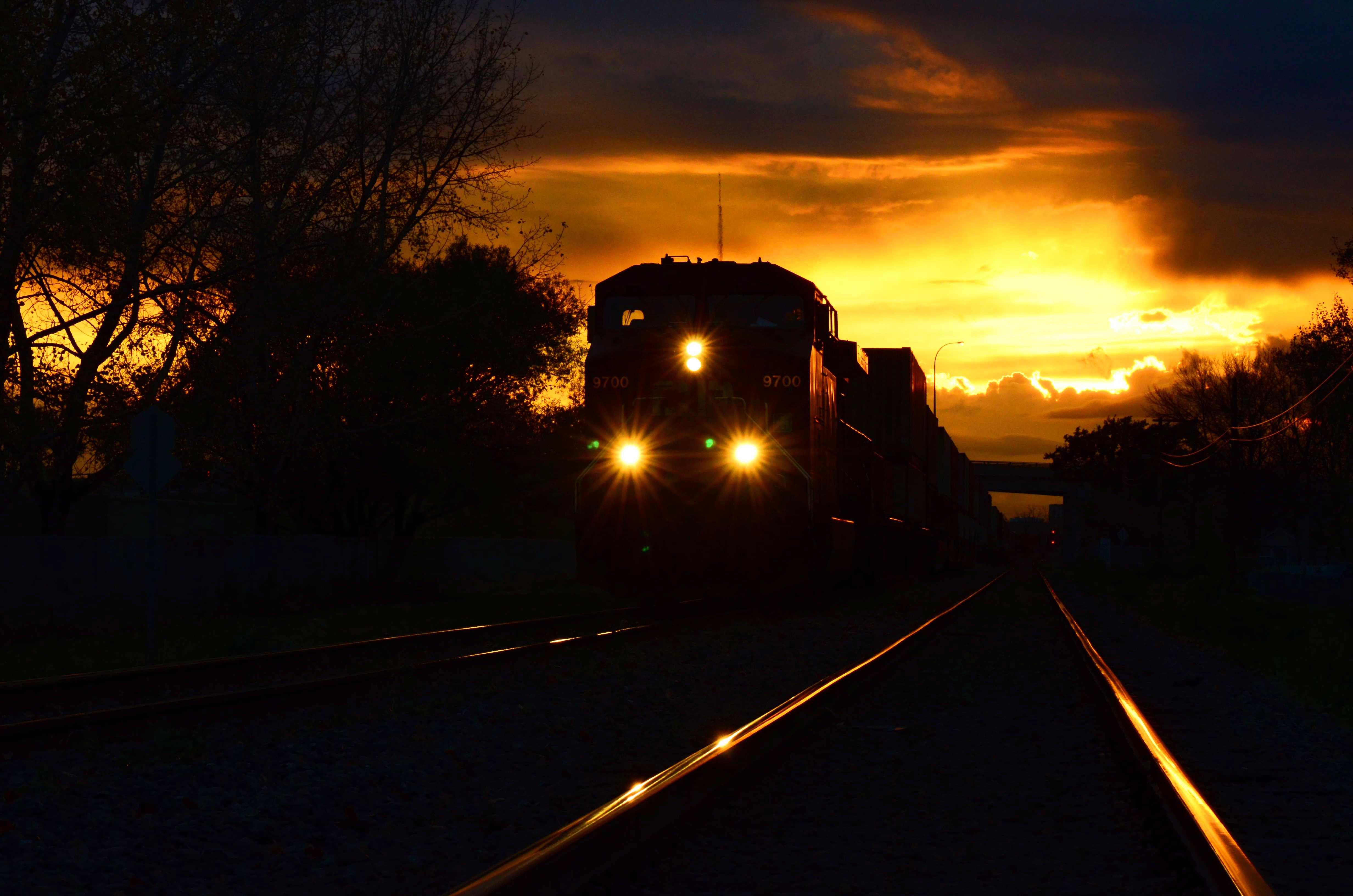 file night train jpg wikimedia commons