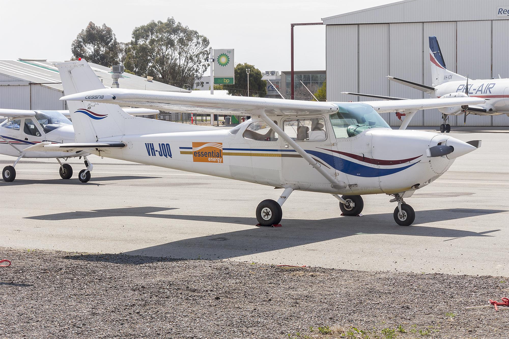 File:Oberon Aviation Services (VH-JQQ) Cessna R172K Hawk XP at Wagga