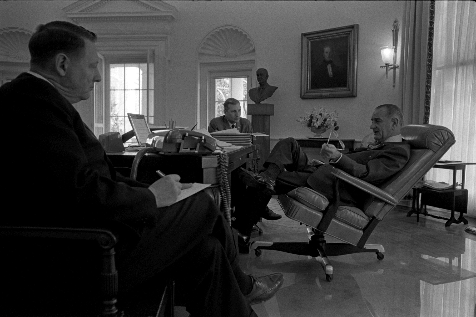 lbj oval office. File:Oval Office LBJ 2.jpg Lbj Oval P