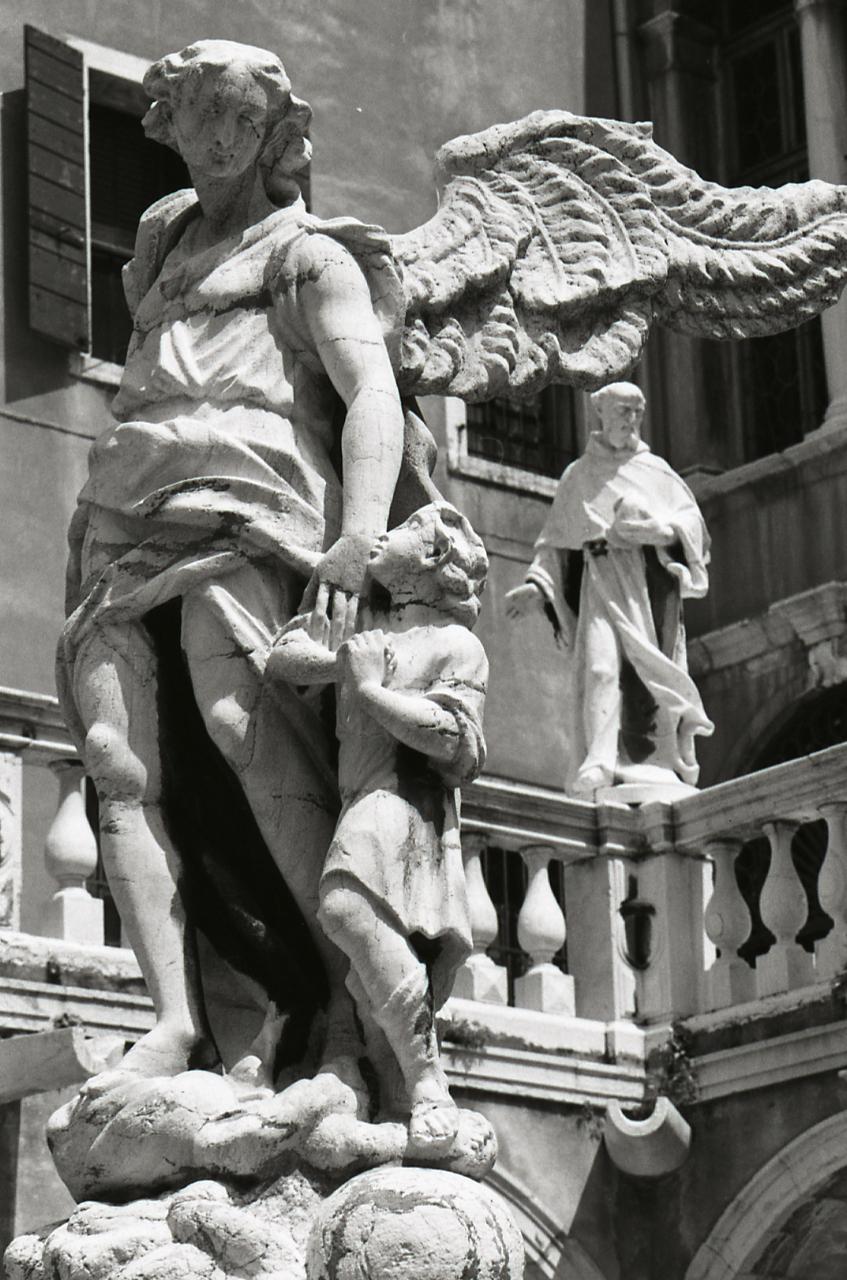 File paolo monti servizio fotografico venezia 1981 for Materiale fotografico milano
