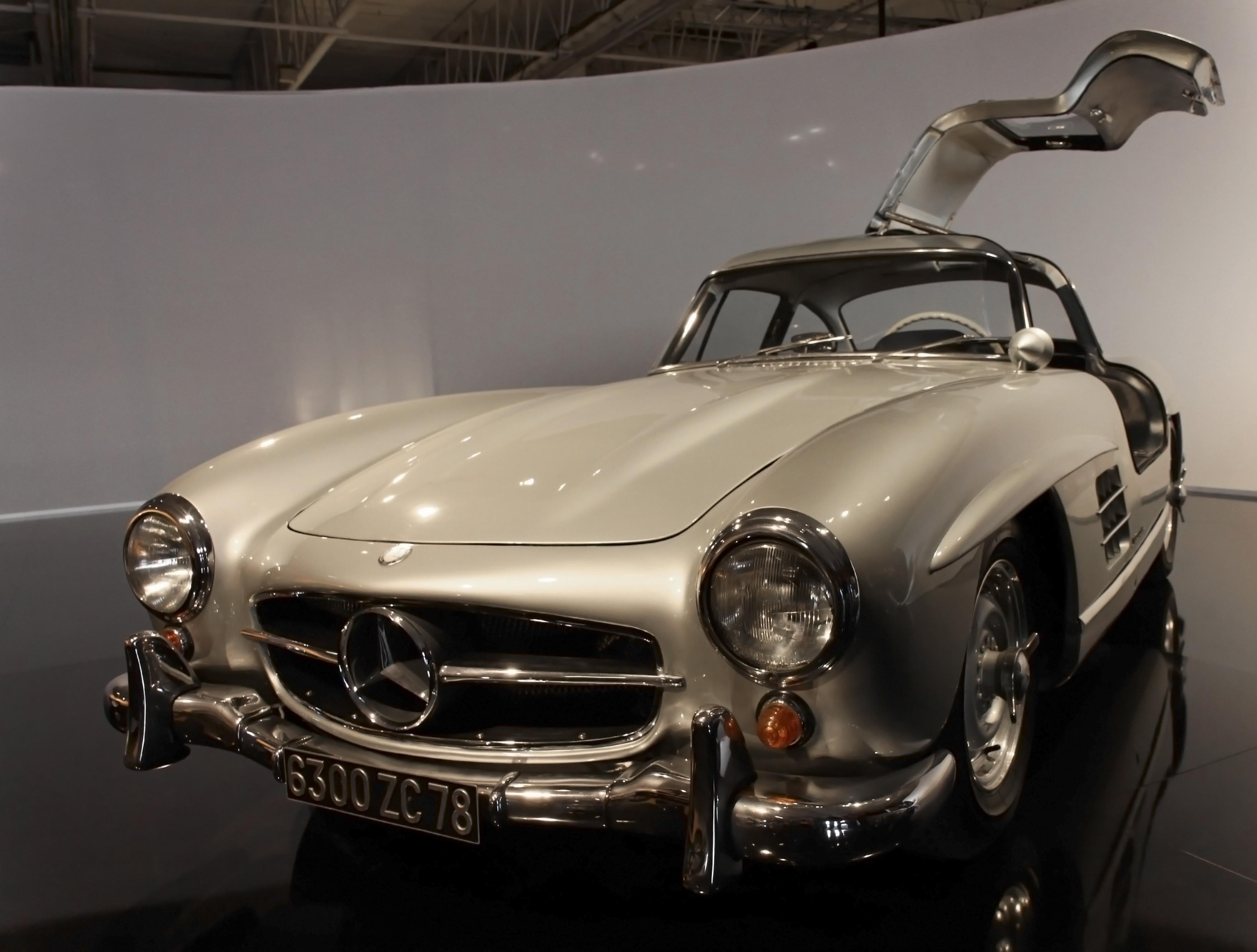 File Paris   Mondial de l 27automobile 2010   Mercedes 300SL   001