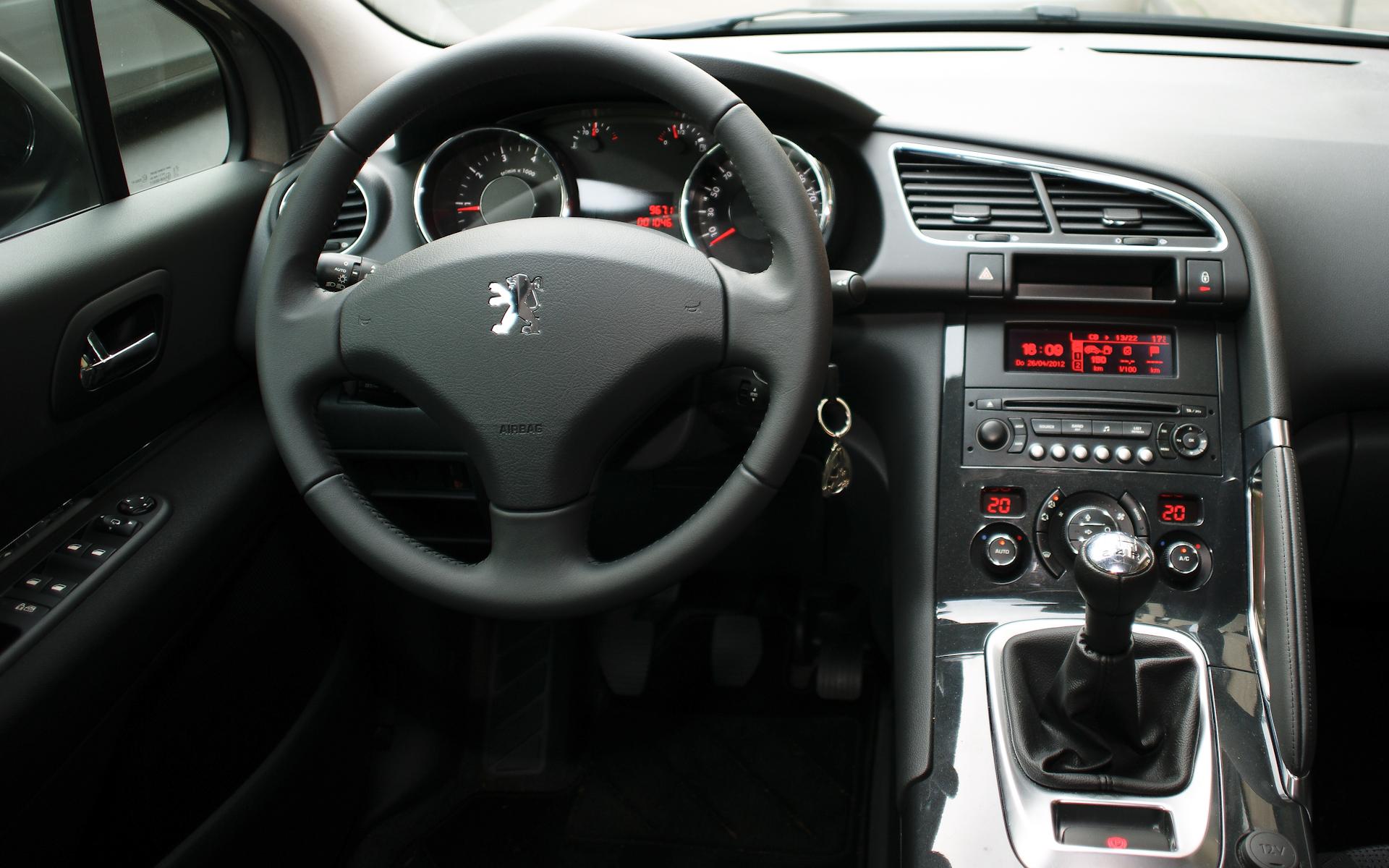 File:Peugeot-3008-cockpit-CherryX.jpg - Wikimedia Commons