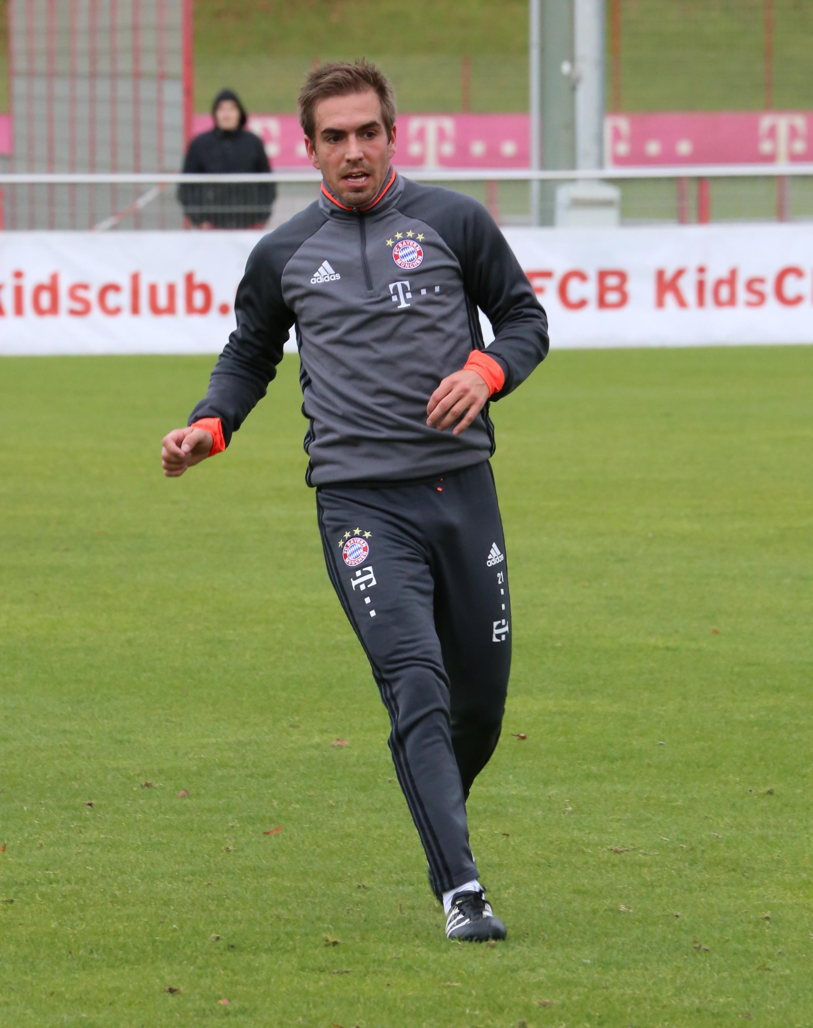 File Philipp Lahm Training 2016 11 FC Bayern Muenchen 1