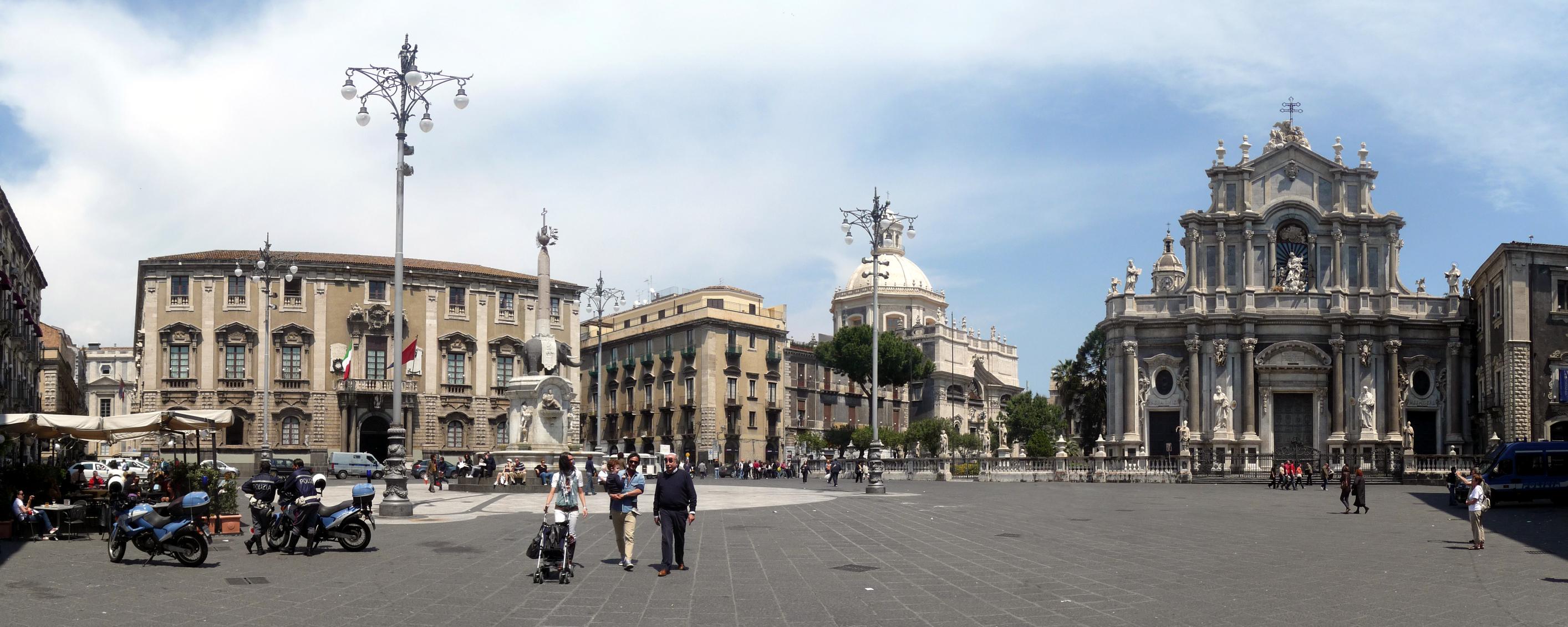 File:Piazza del Duomo, Catania, Panorama.jpg - Wikimedia ...