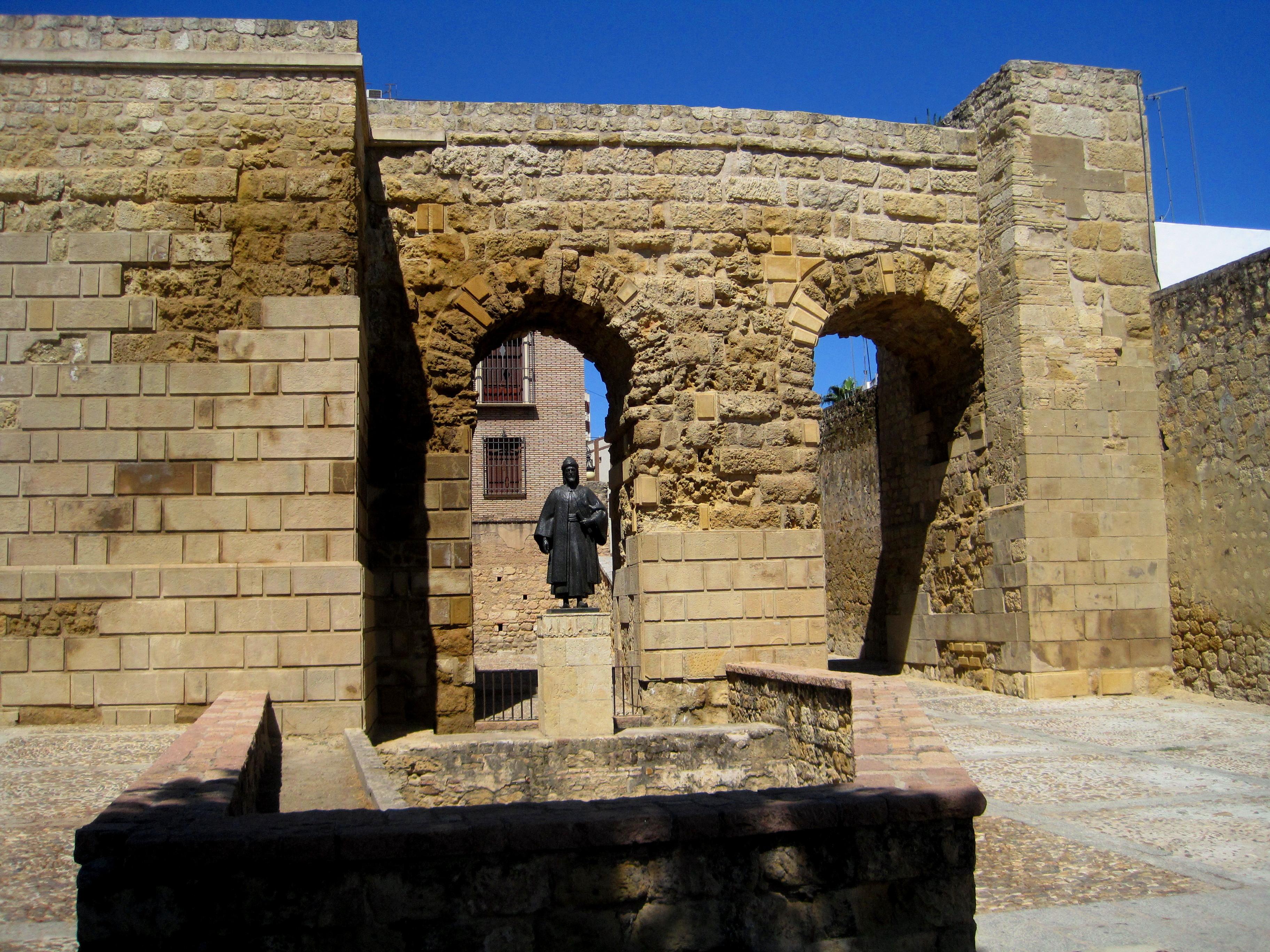 File puerta de sevilla c rdoba jpg wikimedia commons - Puertas uniarte sevilla ...