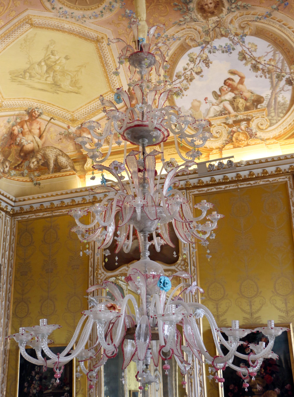 File:Reggia di caserta, sala dell\'autunno, lampadario in vetro di ...
