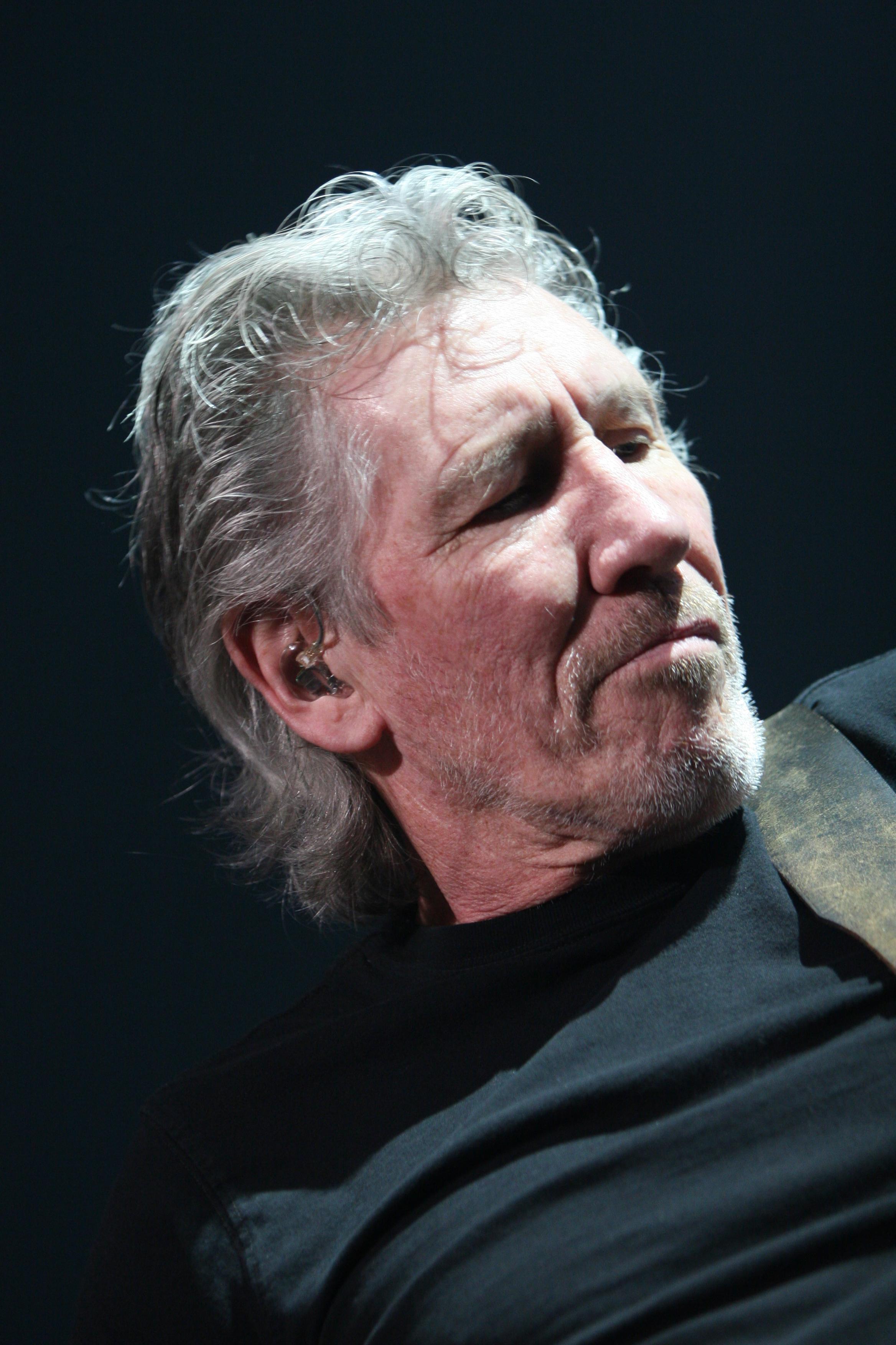 Roger Waters en solitario en 2011 durante la gira The Wall Live.