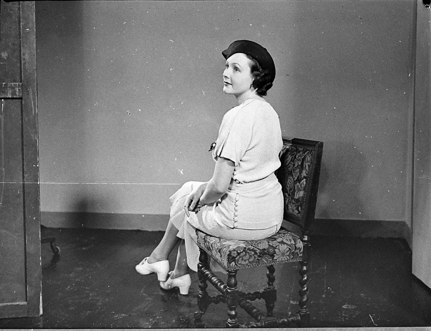 What is a freelance model? Australian fashion model, 1930's, public domain