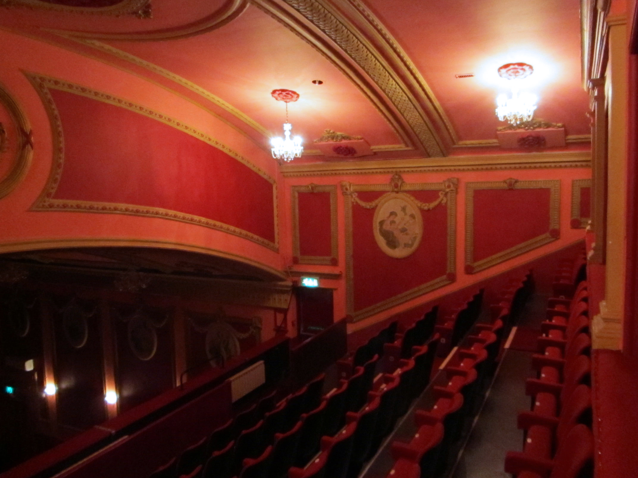 Savoy theatre monmouth wikipedia download pdf for Open balcony in a theatre