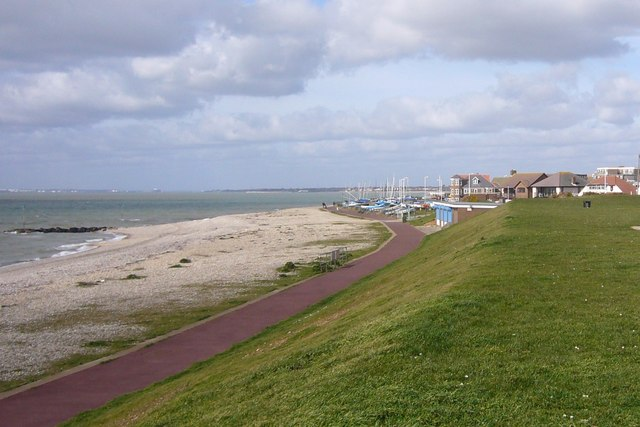Solent Way, Lee-on-the-Solent - geograph.org.uk - 359890