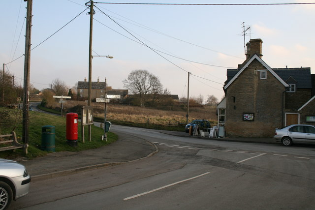 File:Staggered crossroads in Chadlington - geograph.org.uk - 1096339.jpg