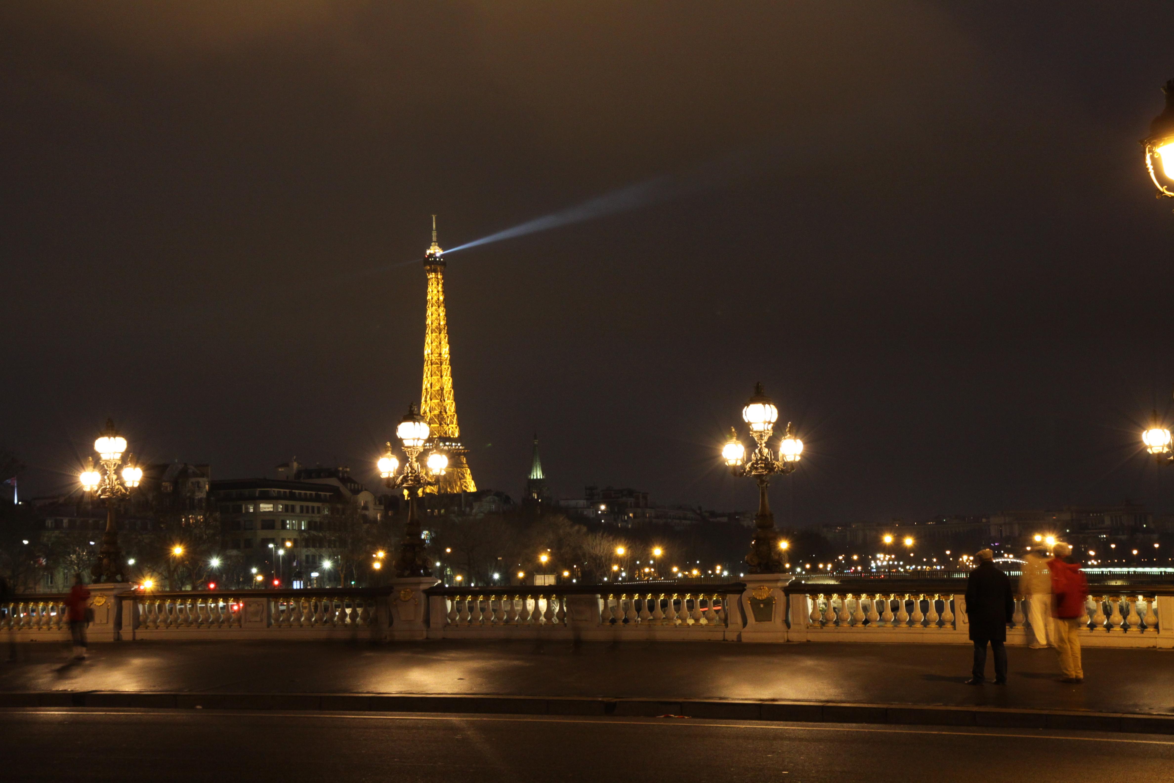 File:Tour Eiffel vue du pont Alexandre III - 004.JPG ...