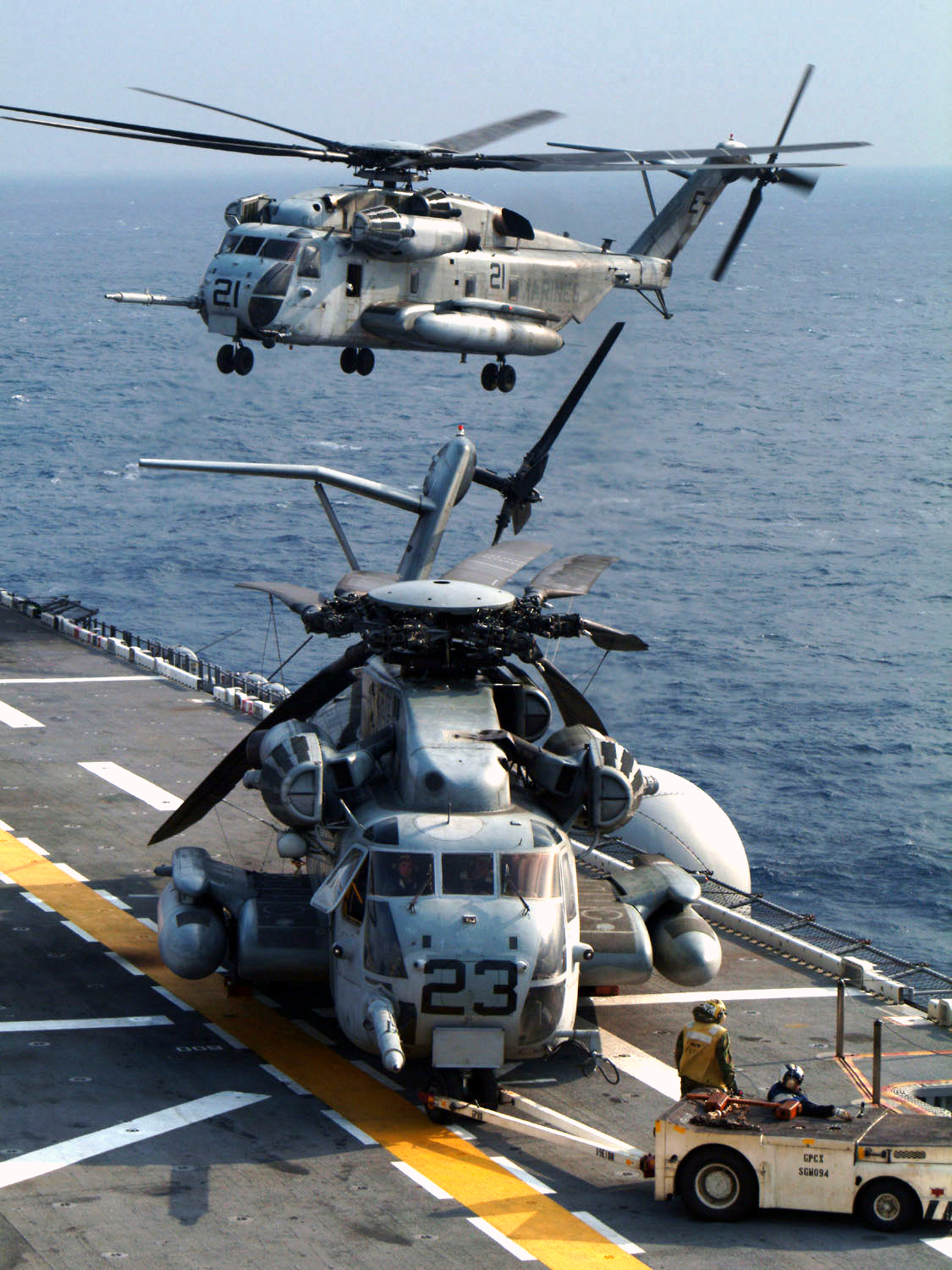 File:US Navy 030120-N-2970T-001 CH-53 performs deck ...